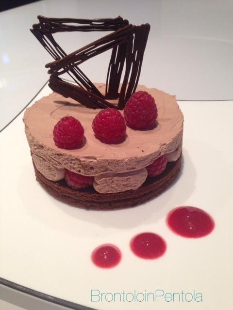 foto-48 Torta al cioccolato fondente e lamponi con mousse al cioccolato e zenzero