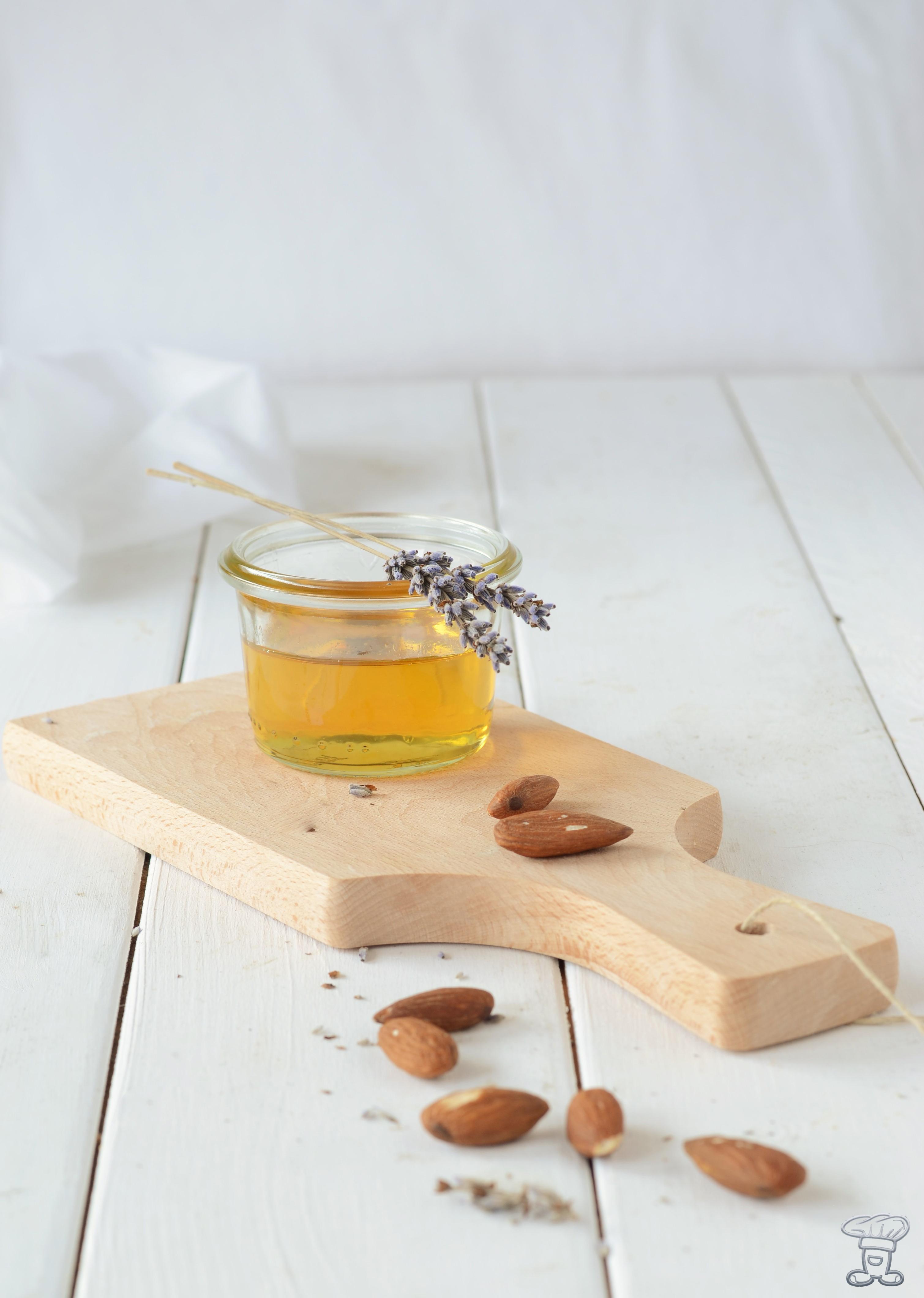 miele-1 La custode del miele delle api e la mia Torta al Miele di Lavanda, mandorle e pere