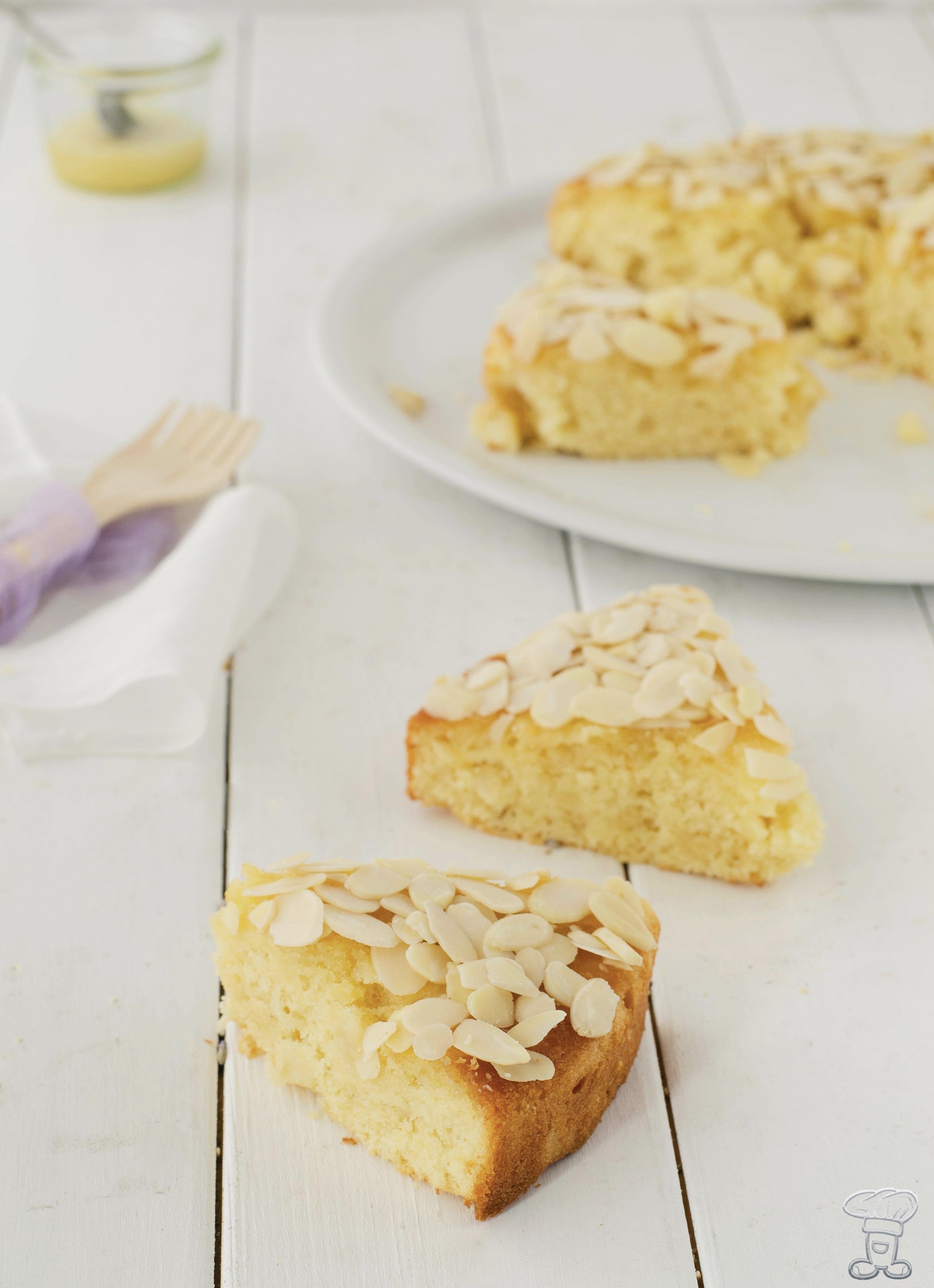 miele-fetta La custode del miele delle api e la mia Torta al Miele di Lavanda, mandorle e pere