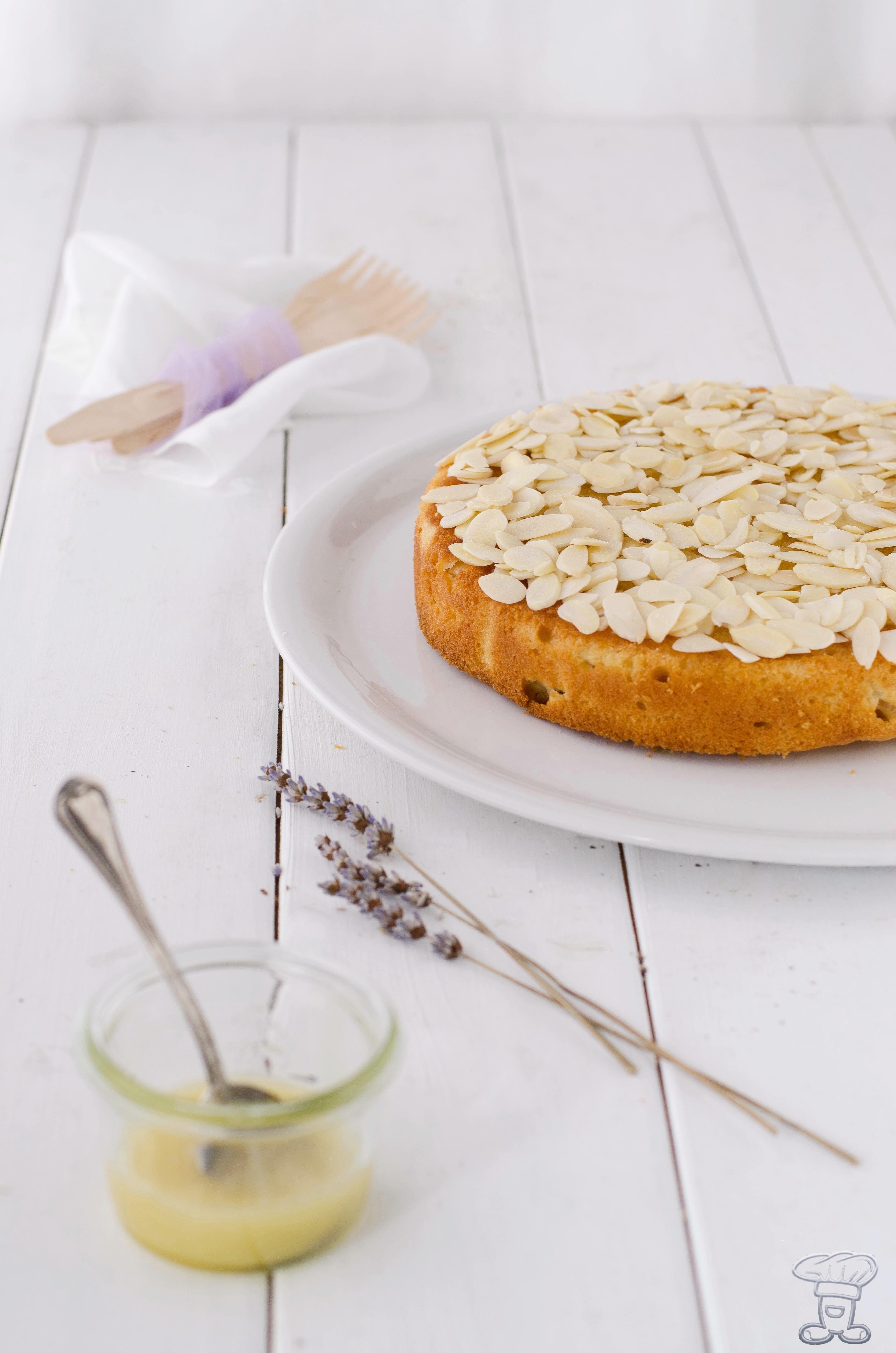 miele-torta La custode del miele delle api e la mia Torta al Miele di Lavanda, mandorle e pere