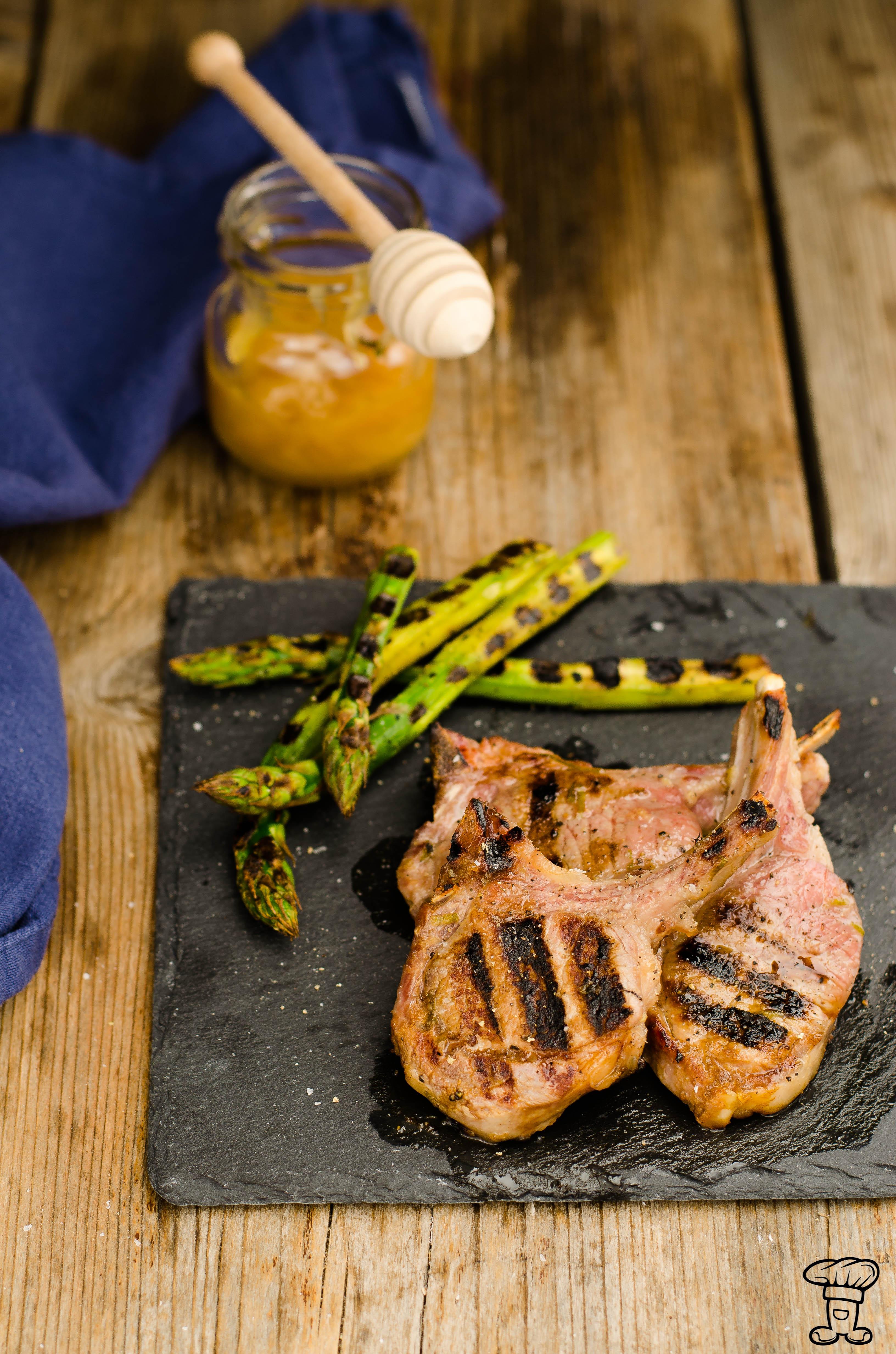 agnello_marinato_miele_tiglio Agnello marinato al miele di timo ed asparagi grigliati