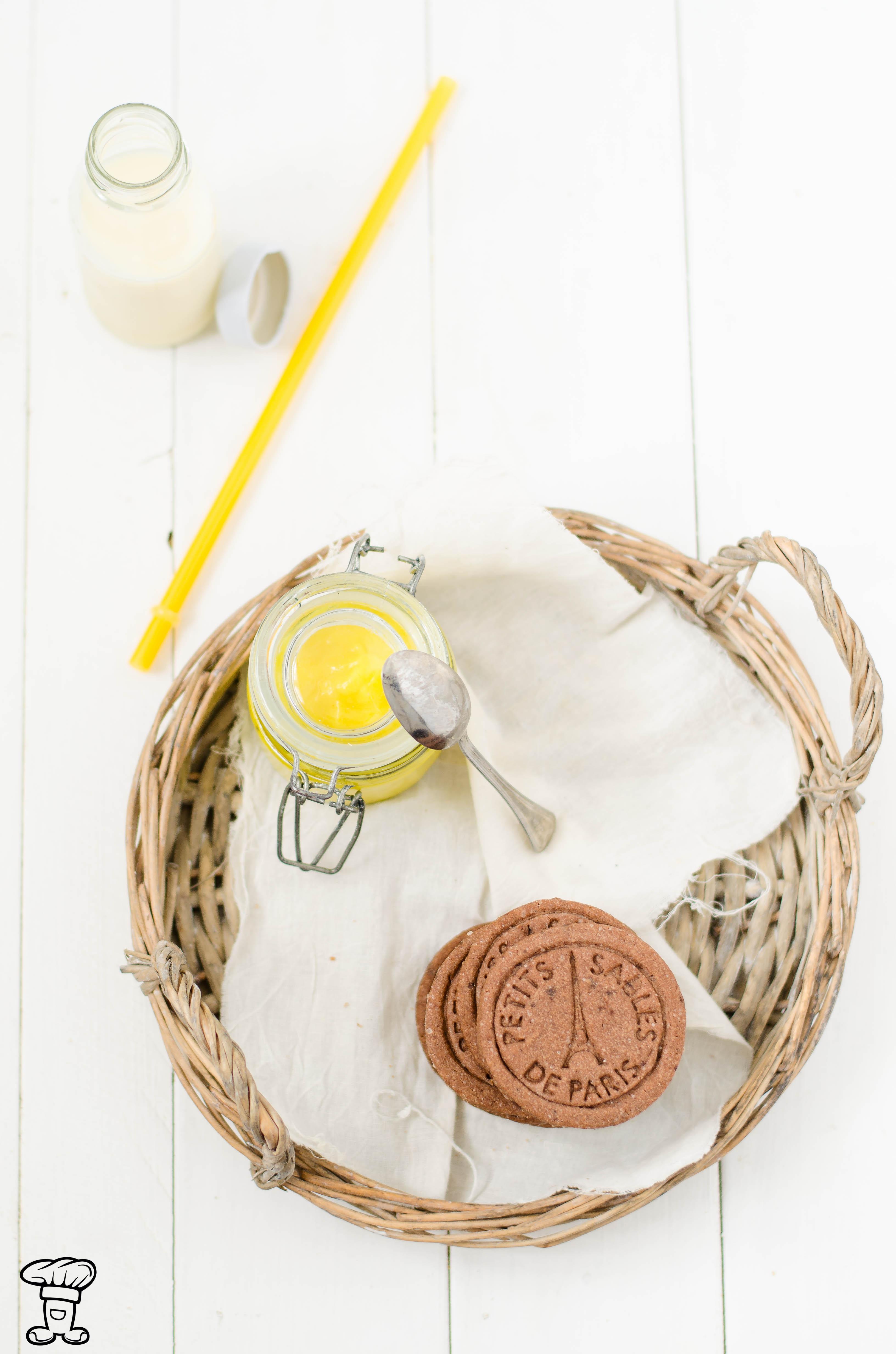 Biscotti-cacao-pepe-lemon-curcuma Biscotti al cacao e pepe ripieni di lemon curd alla curcuma