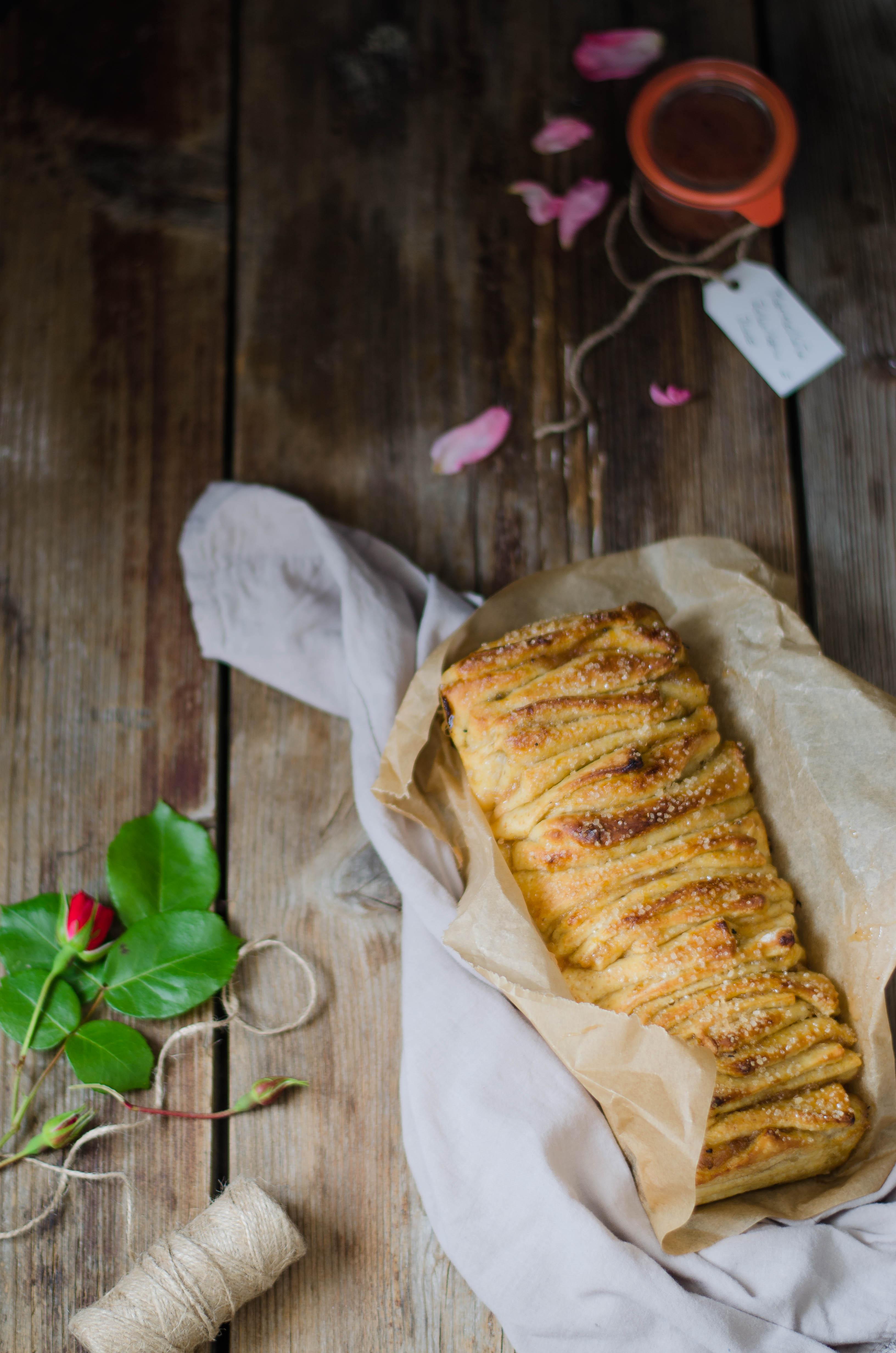 Pullapart_rabarbaro_rose Pull apart bread con marmellata di rabarbaro, rose e pepe del Bengala