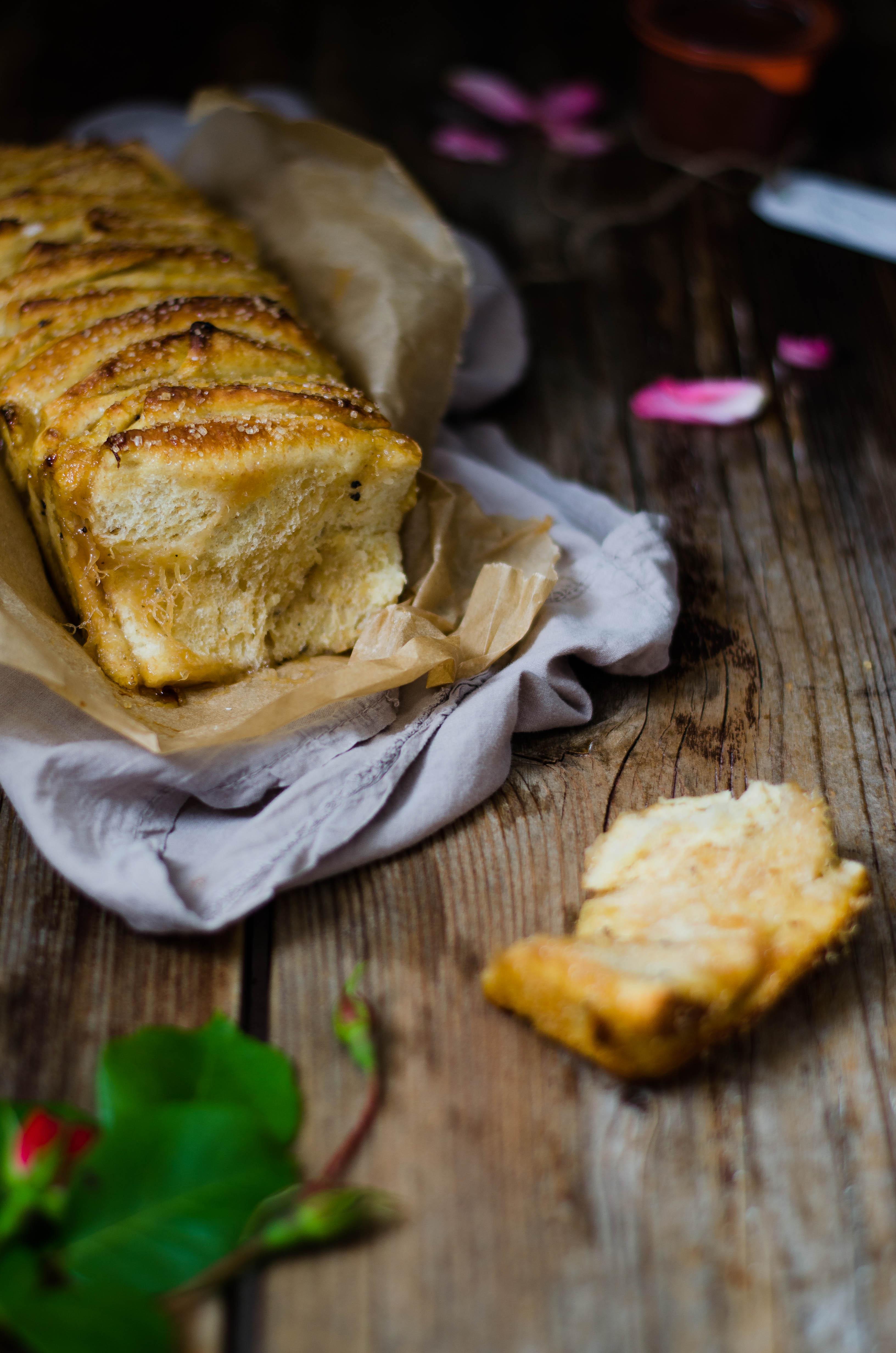 Pullapart_rabarbaro_rose2-2 Pull apart bread con marmellata di rabarbaro, rose e pepe del Bengala