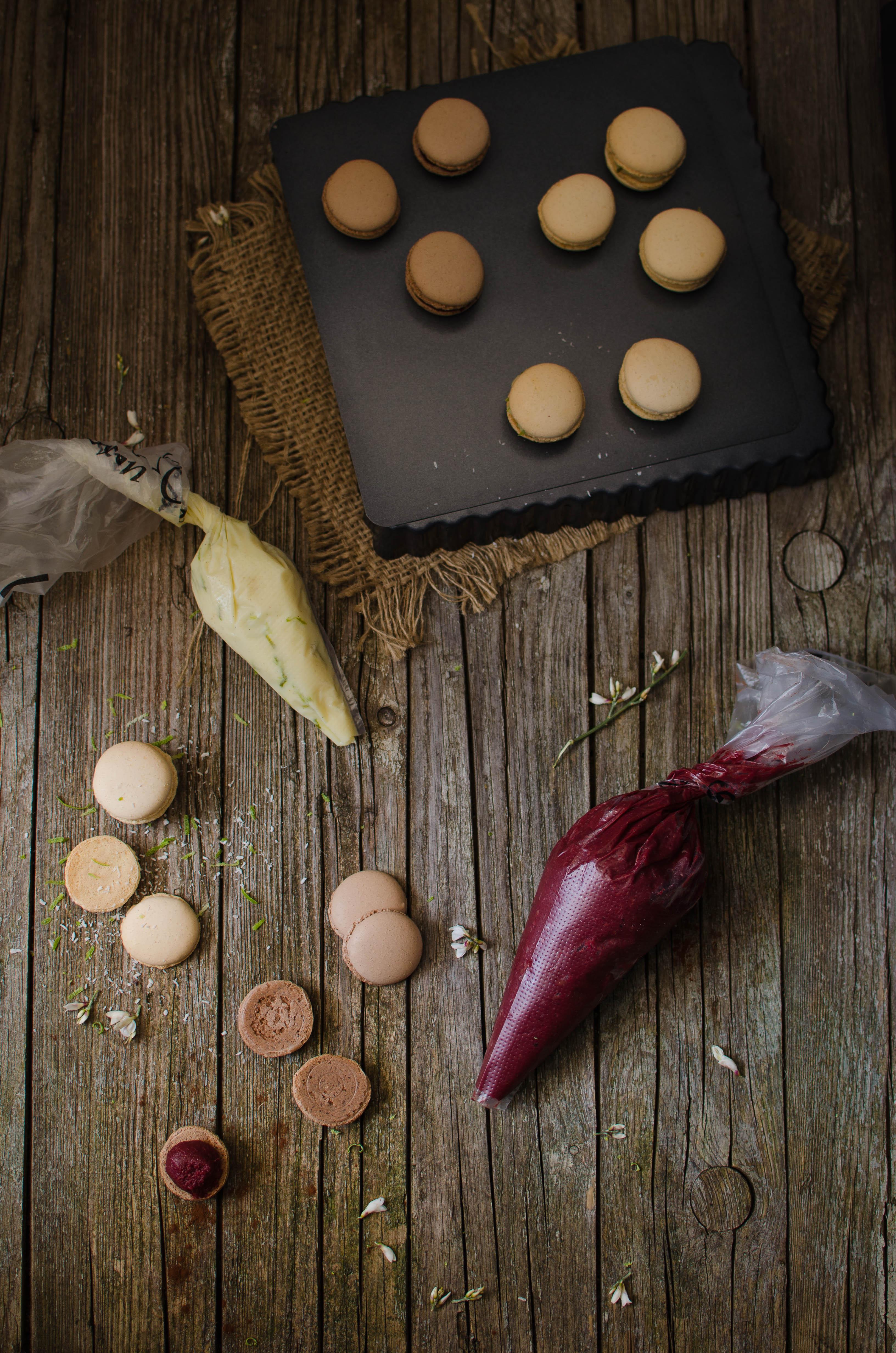 macarons_mtch3 Macarons al cioccolato con barbabietola, lime, cocco, arancia