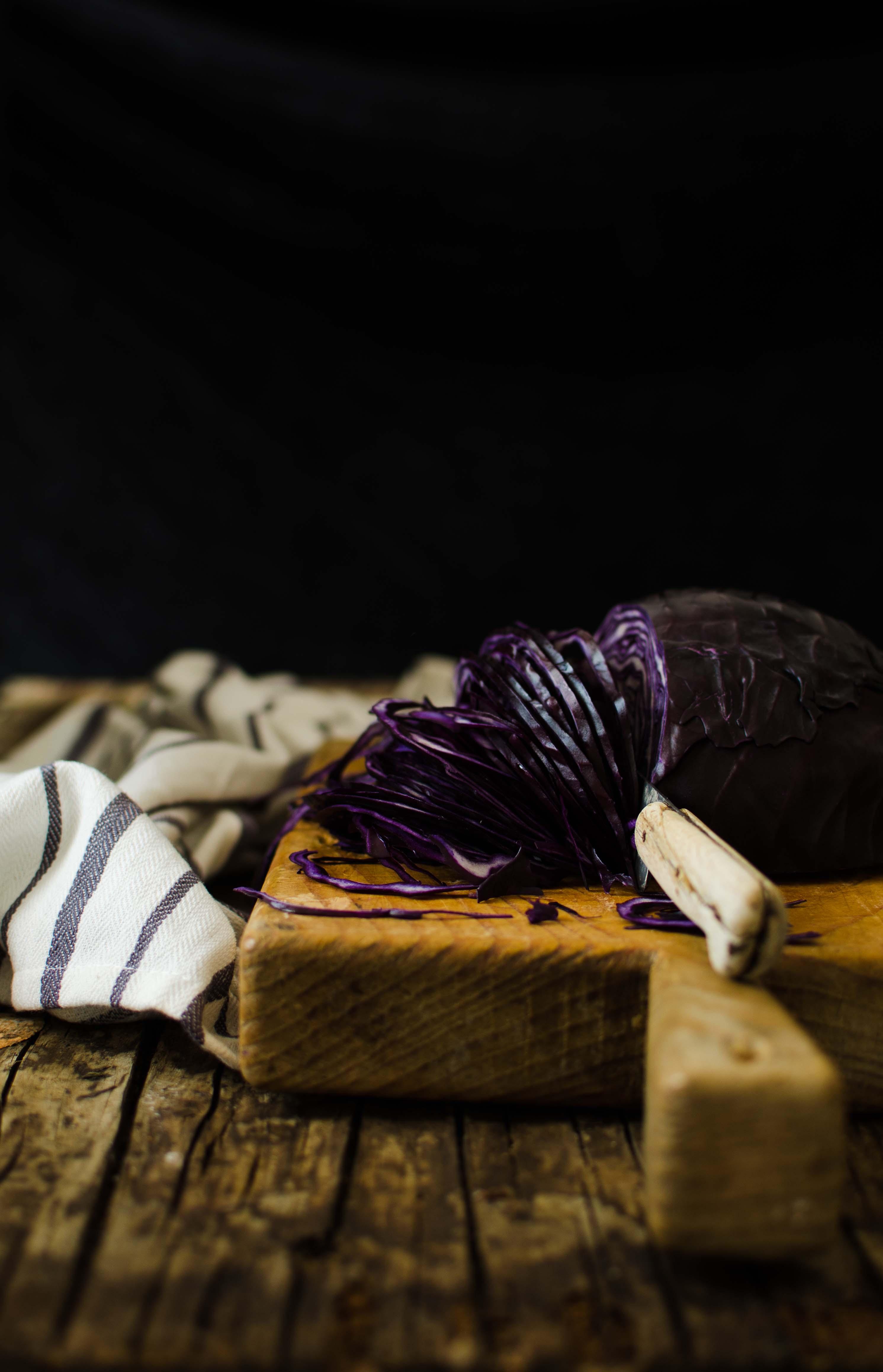insalata_cavolo_viola Insalata croccante di cavolo viola, mele e miele di castagno