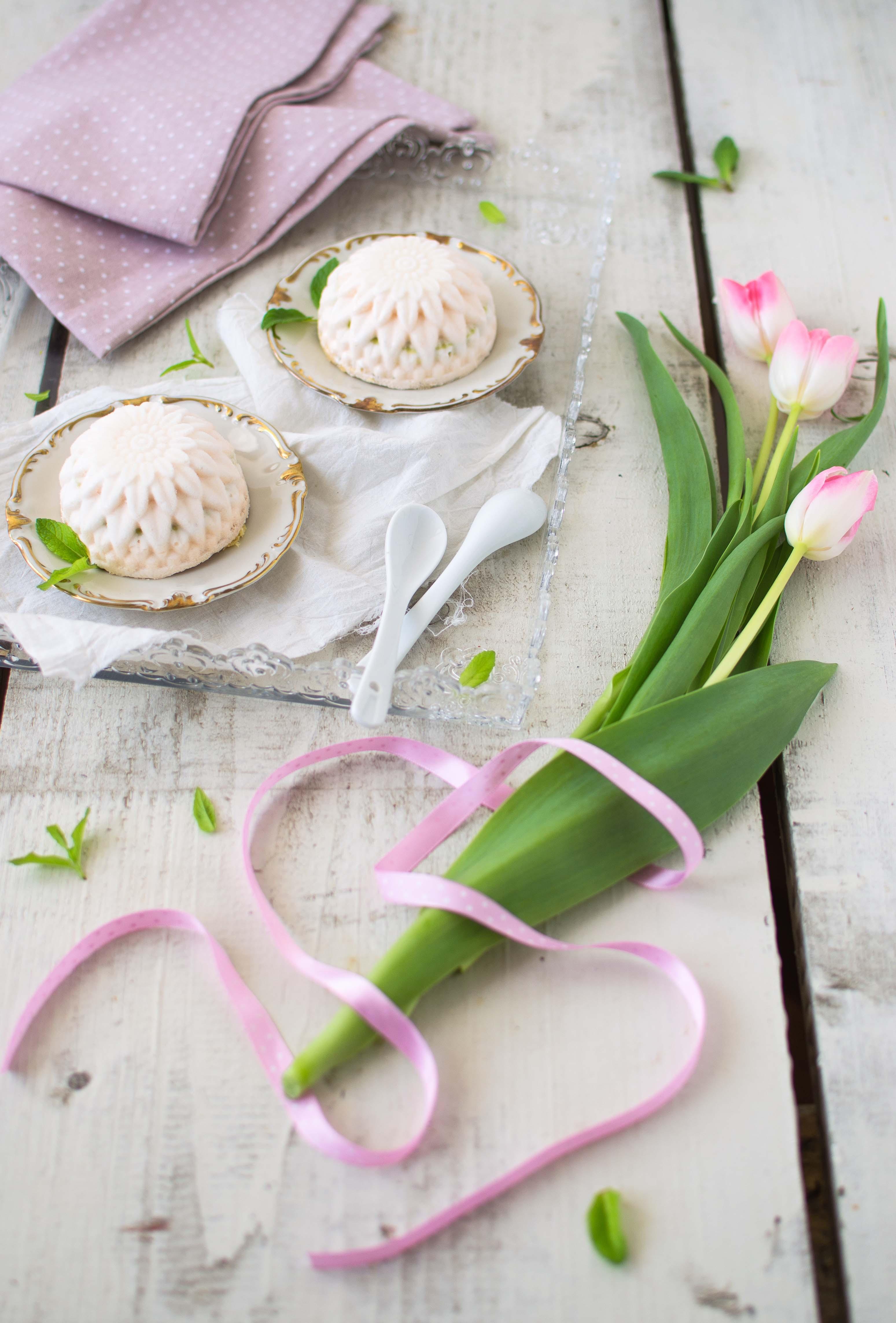 Mousse al pompelmo rosa e pistacchi