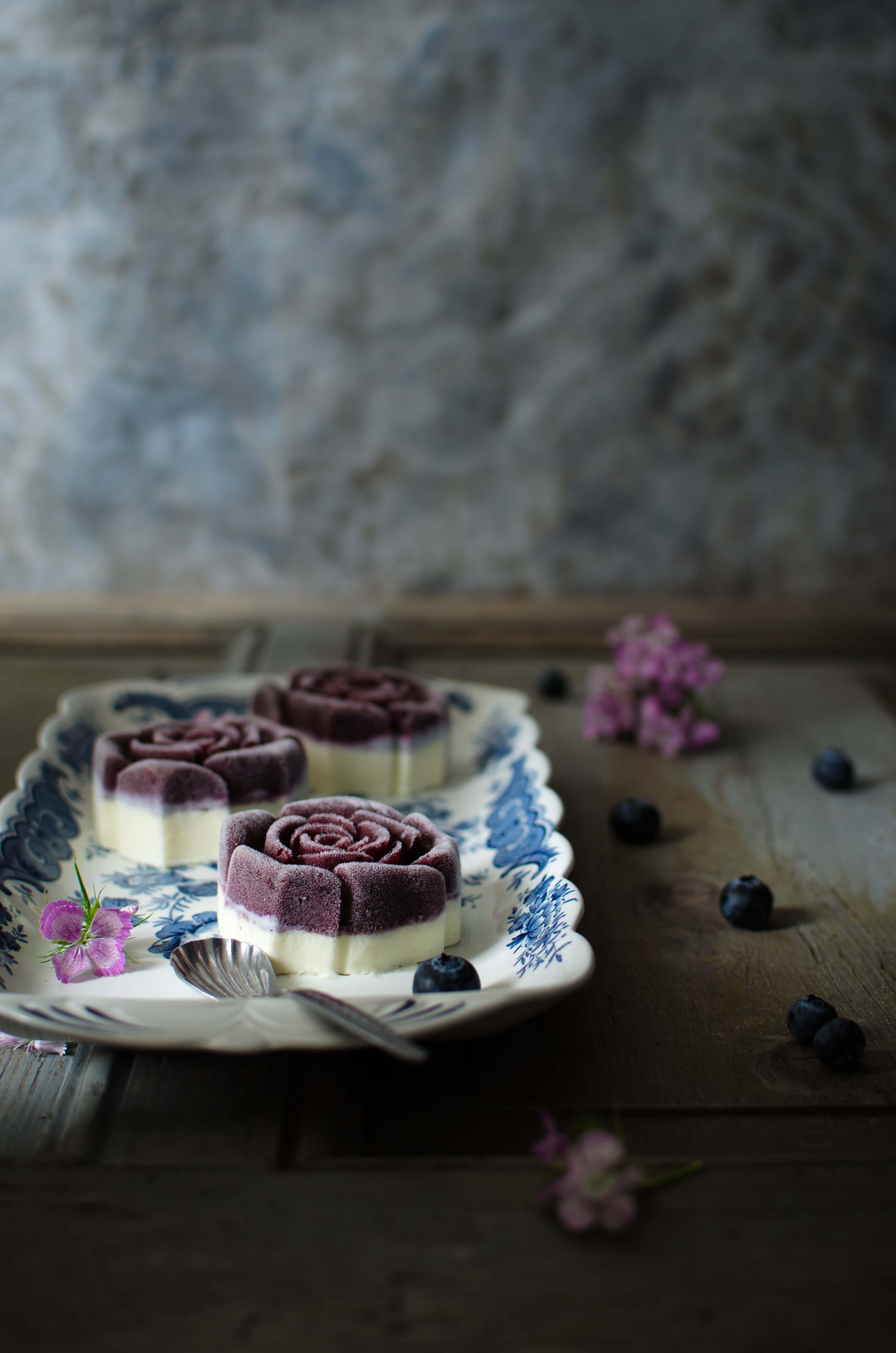 sorbetto_mirtilli_ganache5 Sorbetto ai mirtilli, ganache morbida al cioccolato e vaniglia