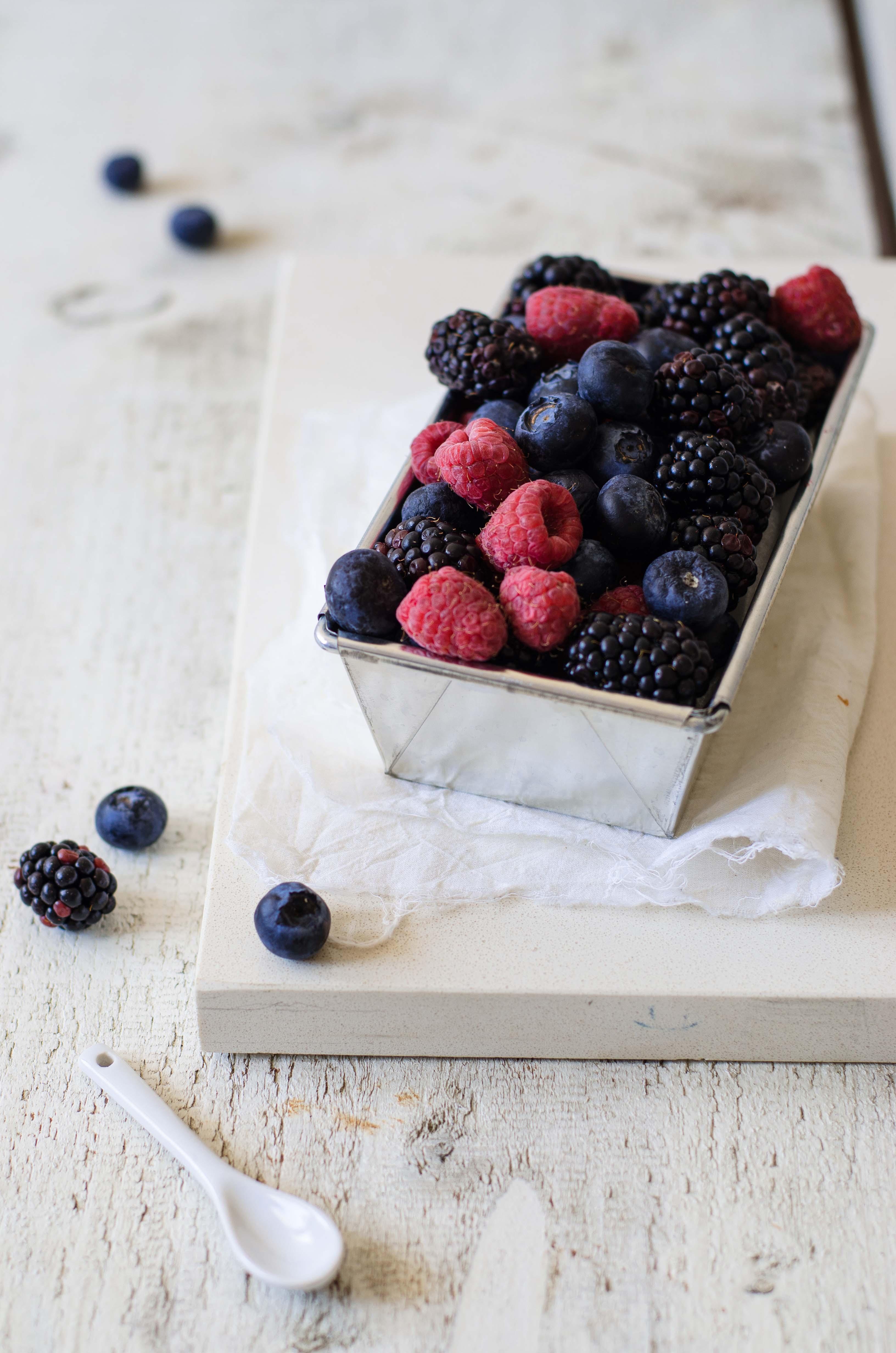 yogurt_soia_gelato Ghiaccioli di yogurt con frutti di bosco