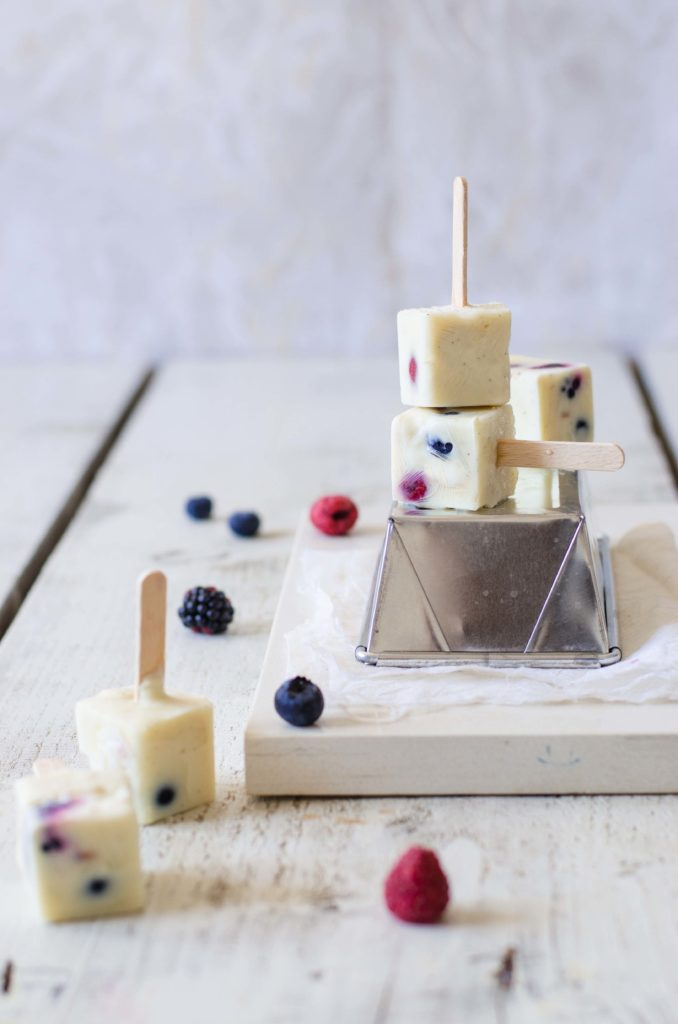 Ghiaccioli di yogurt con frutti di bosco