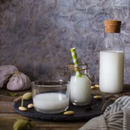 Latte di mandorla preparato in casa