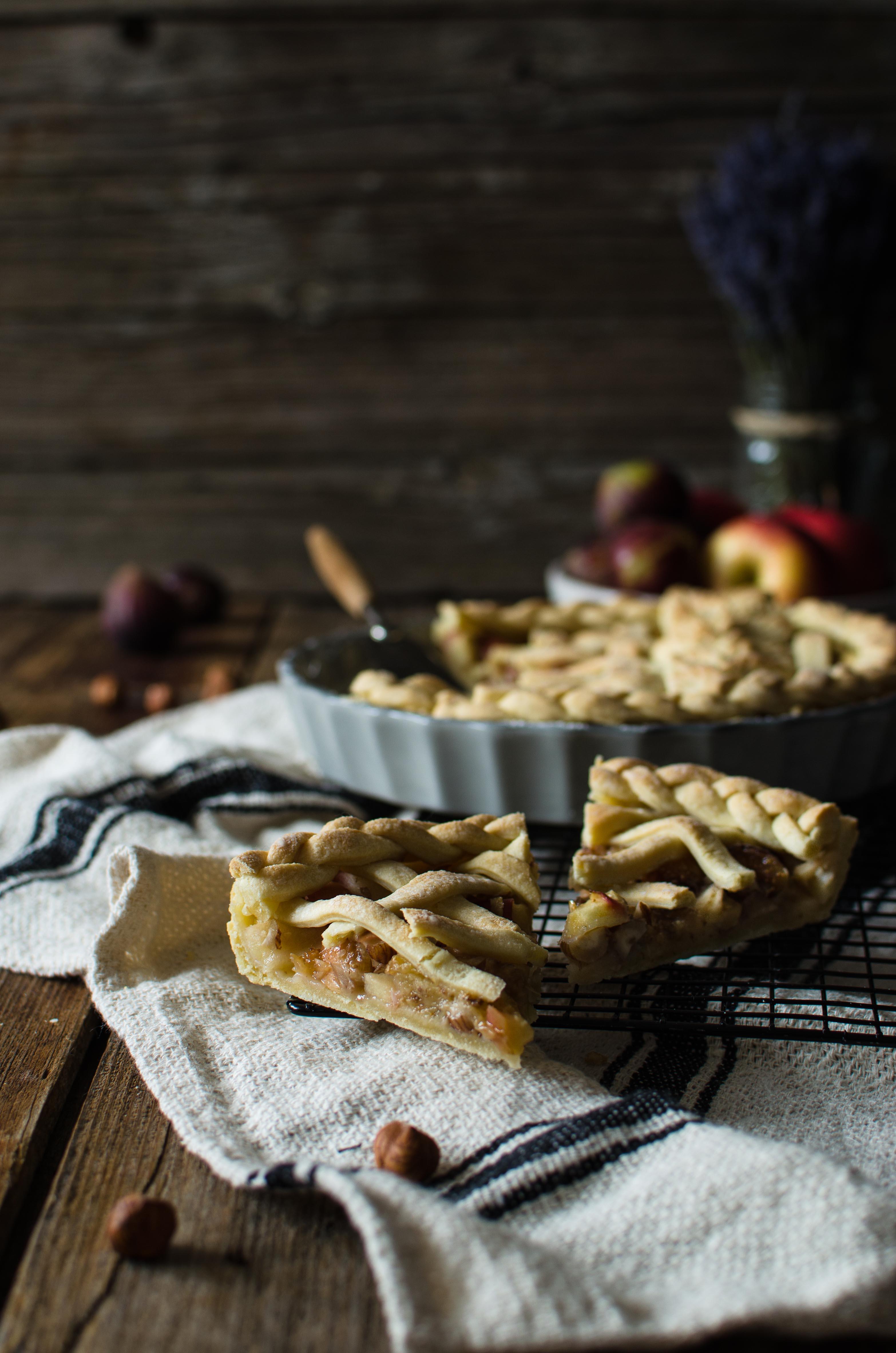 torta_nocciole Pie mele, fichi e nocciole