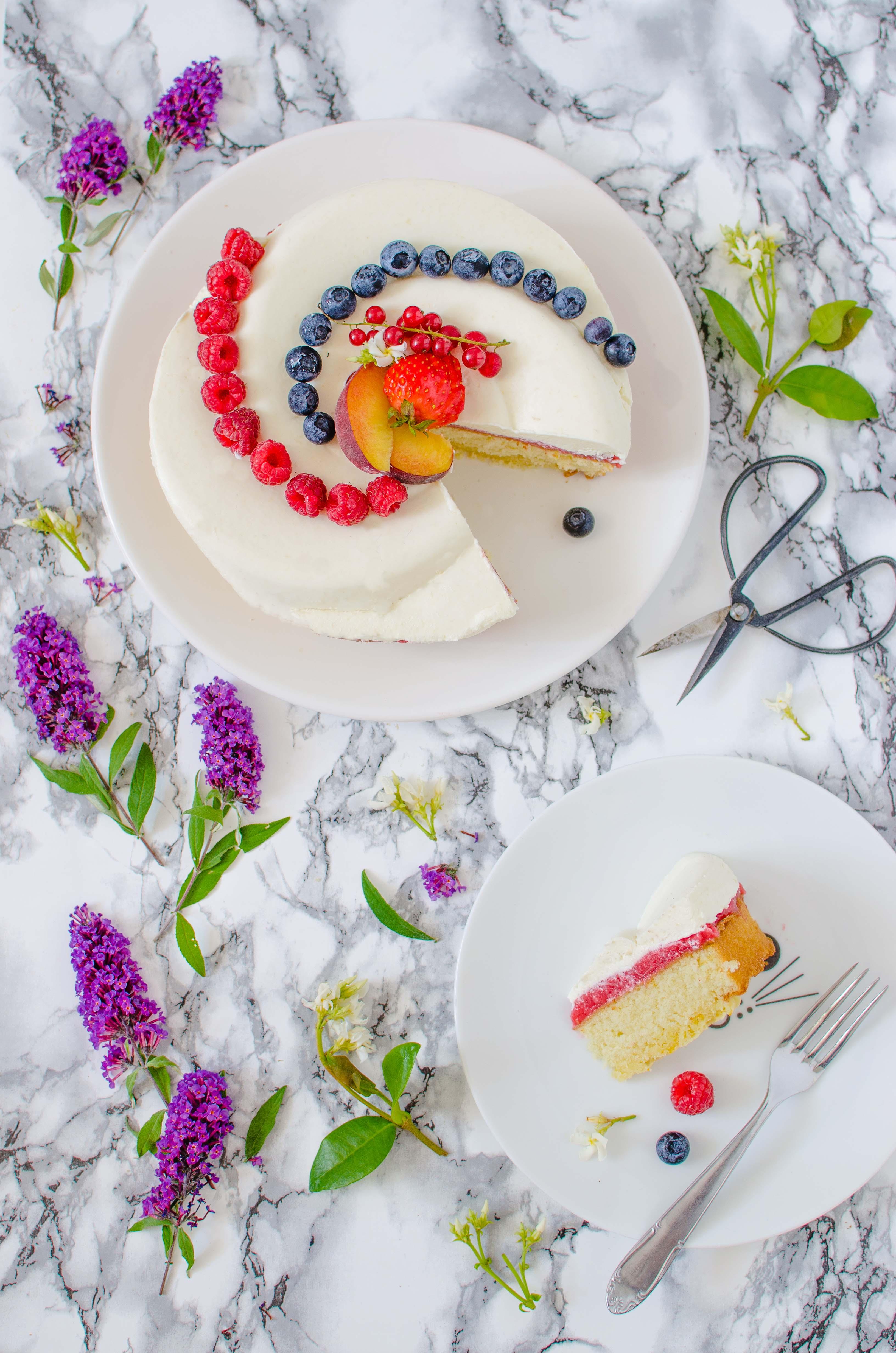 """torta_pesche_cocco1 Torta """"twist"""" con pesche, cocco e frutti di bosco"""