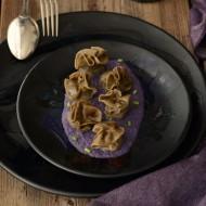 Ravioli alla farina di canapa, zucca e crema di cavolo viola