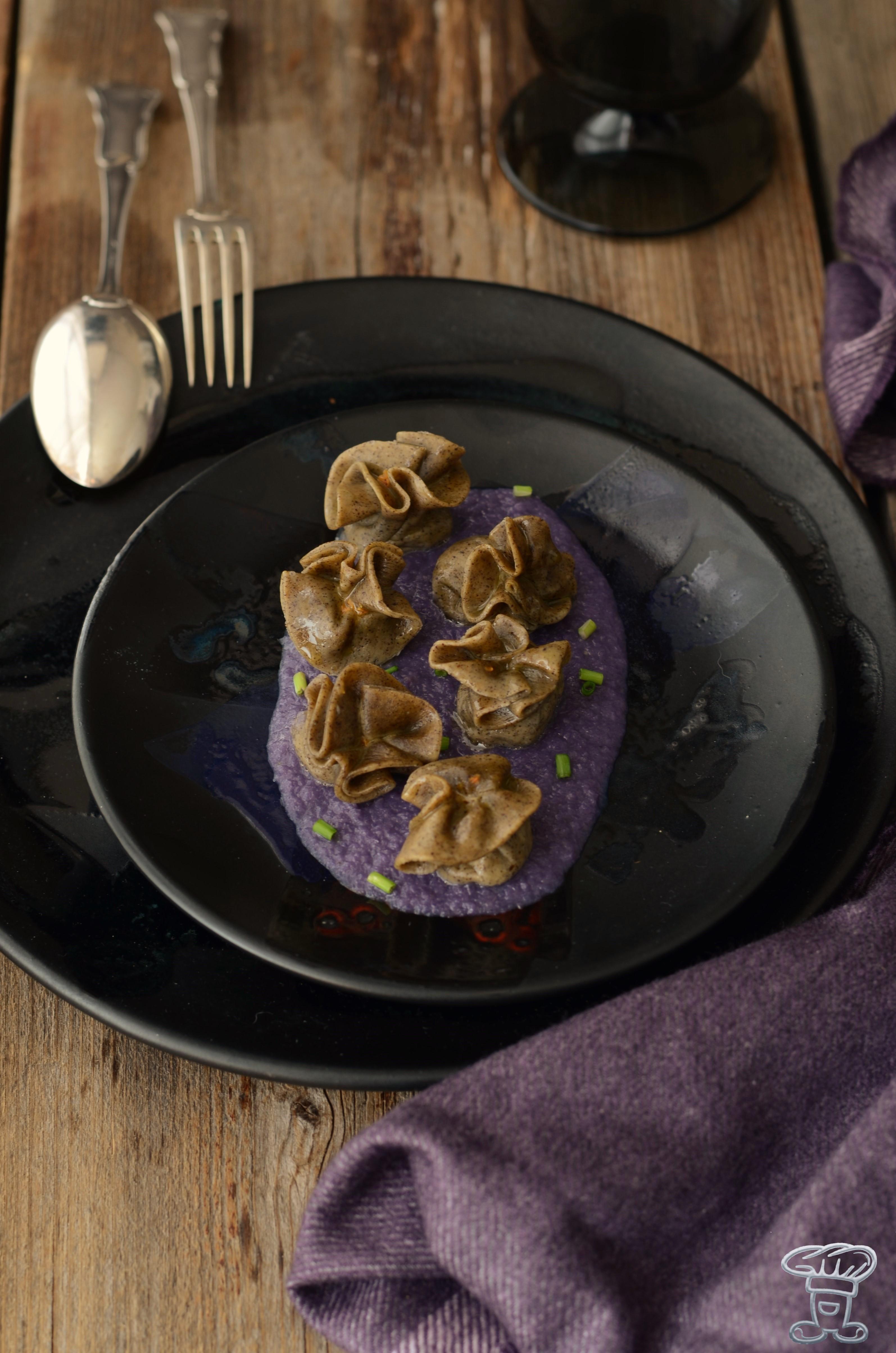 ravioli_zucca2 Ravioli alla farina di canapa, zucca e crema di cavolo viola
