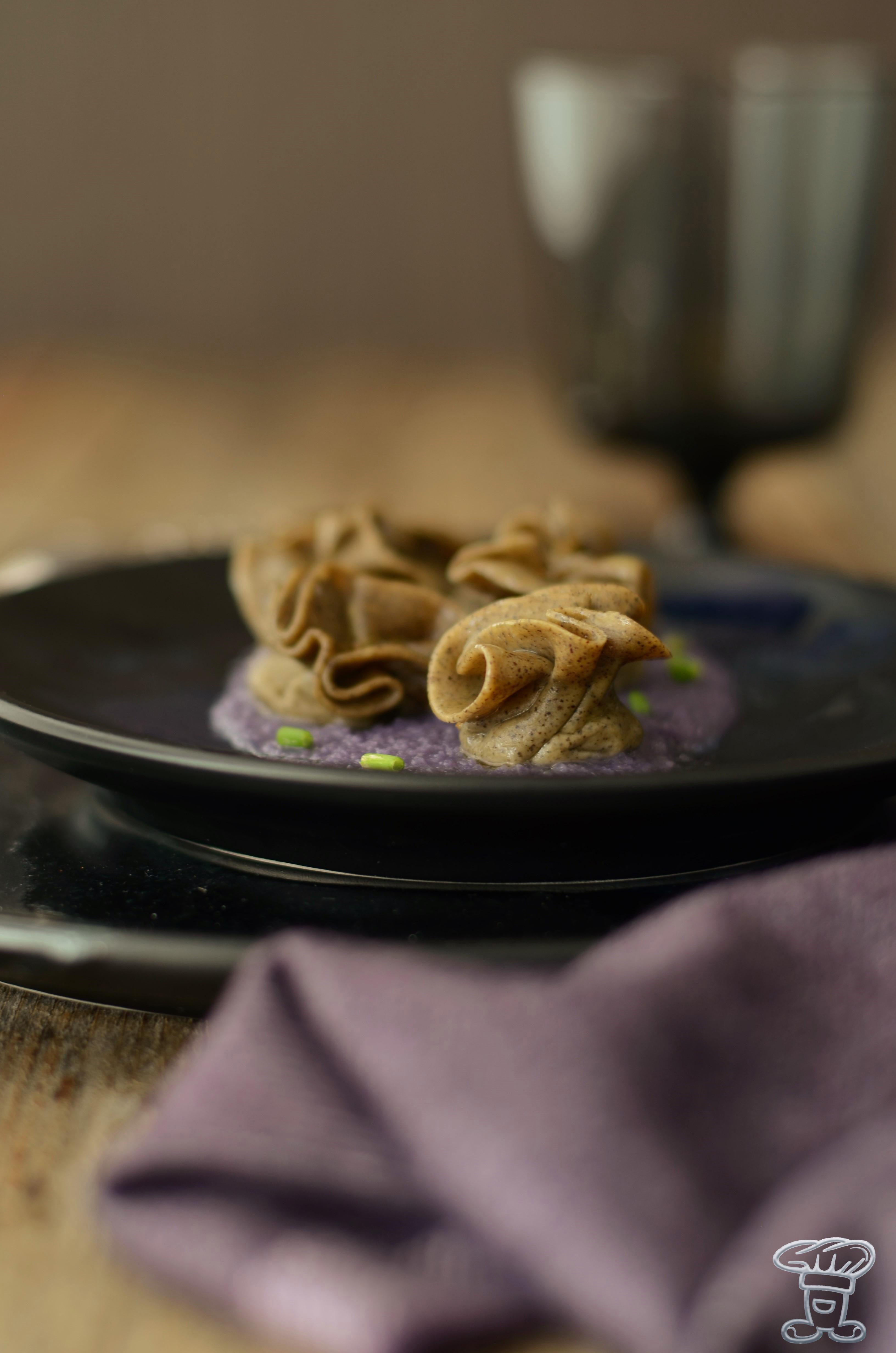 ravioli_zucca3 Ravioli alla farina di canapa, zucca e crema di cavolo viola