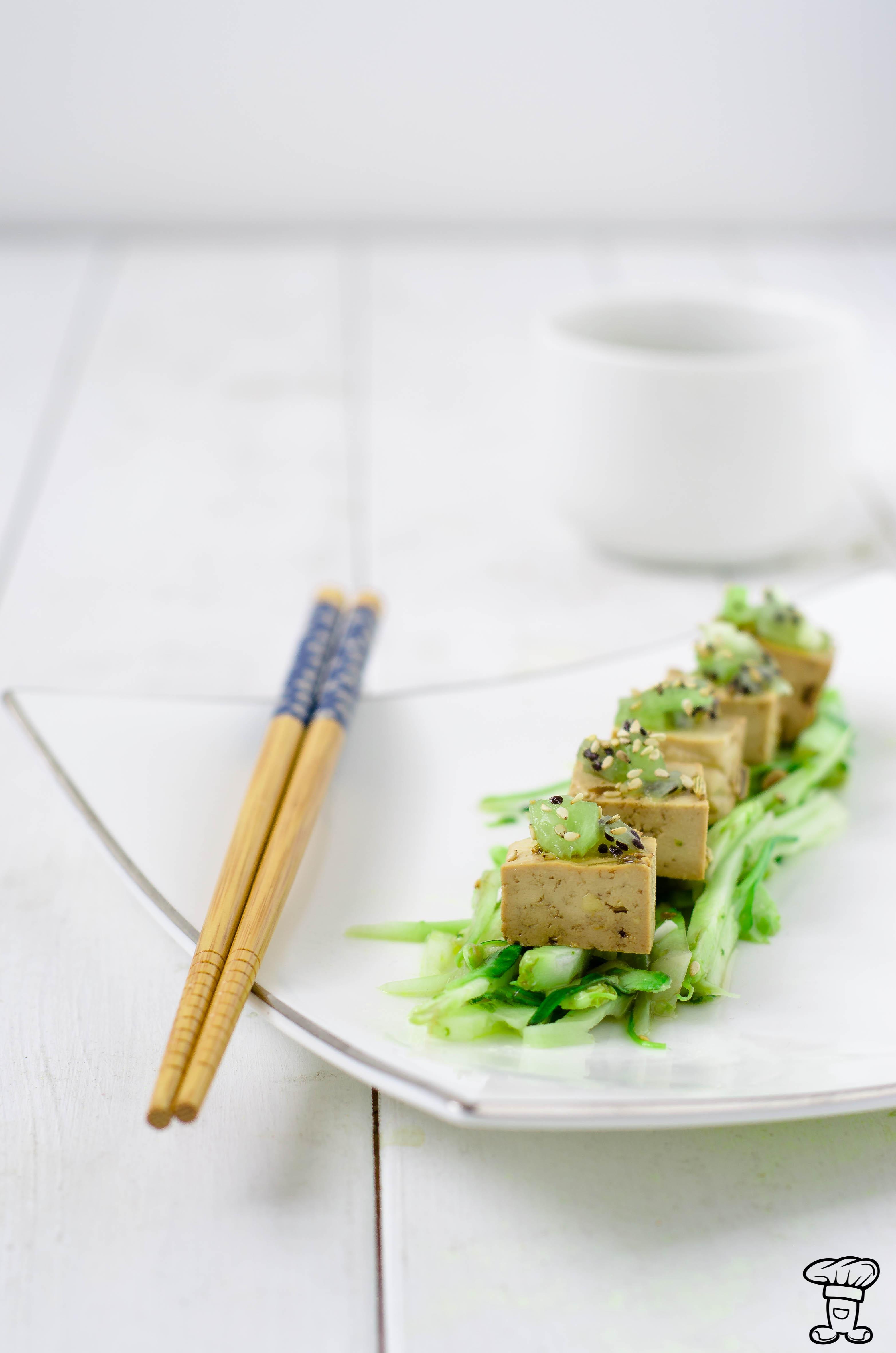 Tofu-marinato_puntarelle_kiwi3 Tofu marinato, puntarelle e kiwi