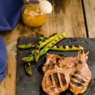 Agnello marinato al miele di timo ed asparagi grigliati