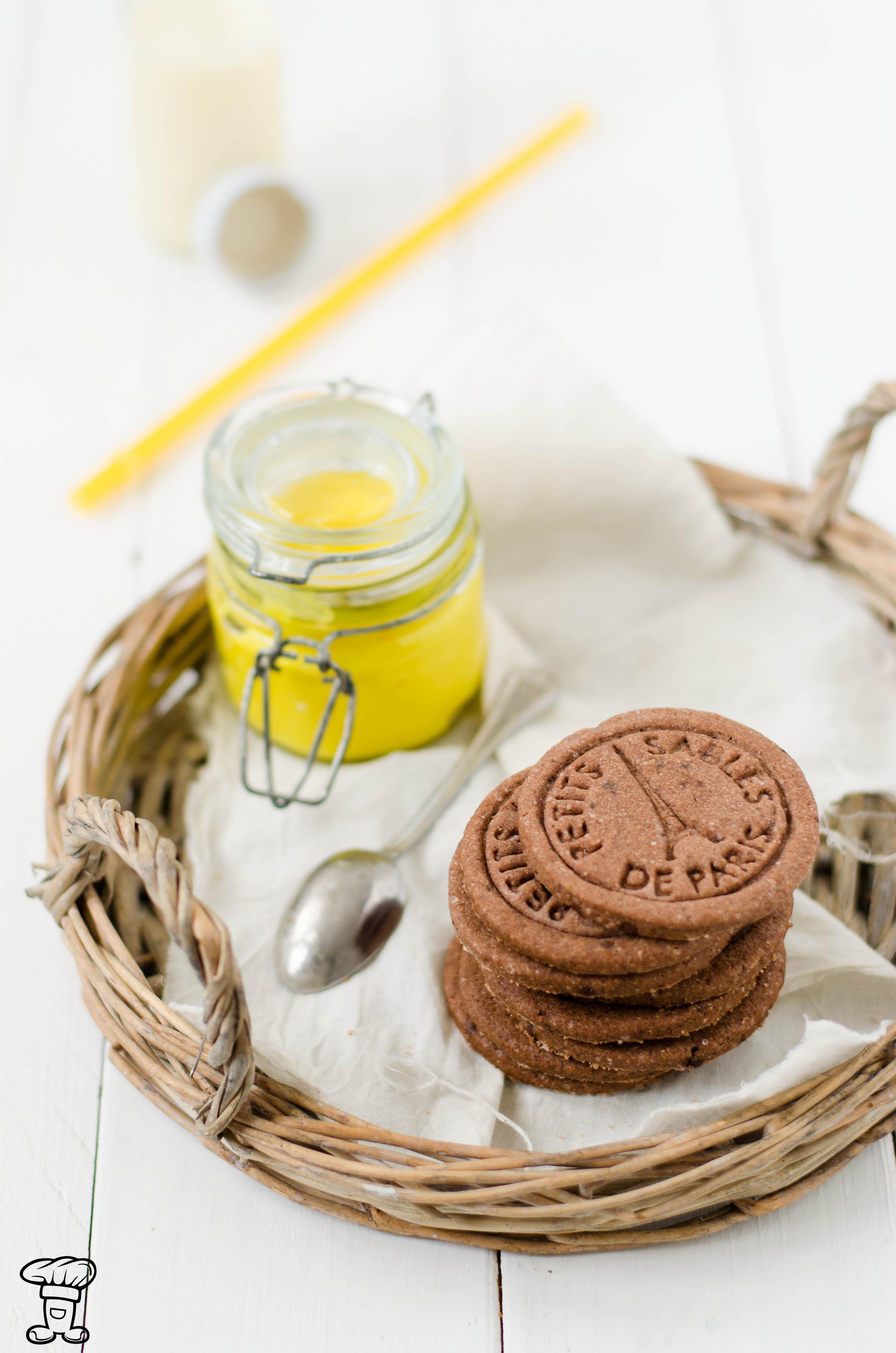 Biscotti-cacao-pepe-lemon-curcuma1 Biscotti al cacao e pepe ripieni di lemon curd alla curcuma