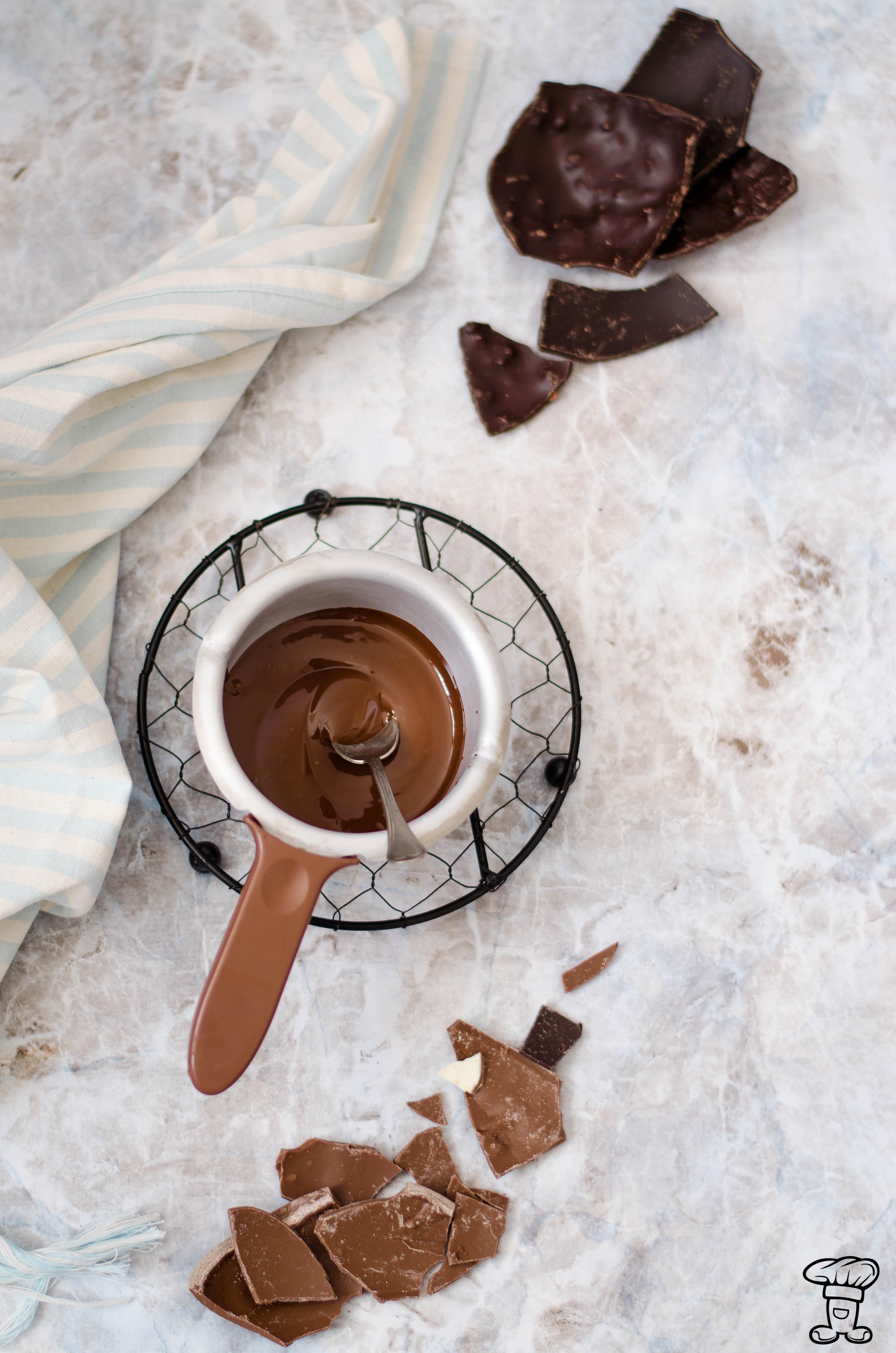 Pave_cioccolato Tulipano fondente con cuore gelée e streusel bianco