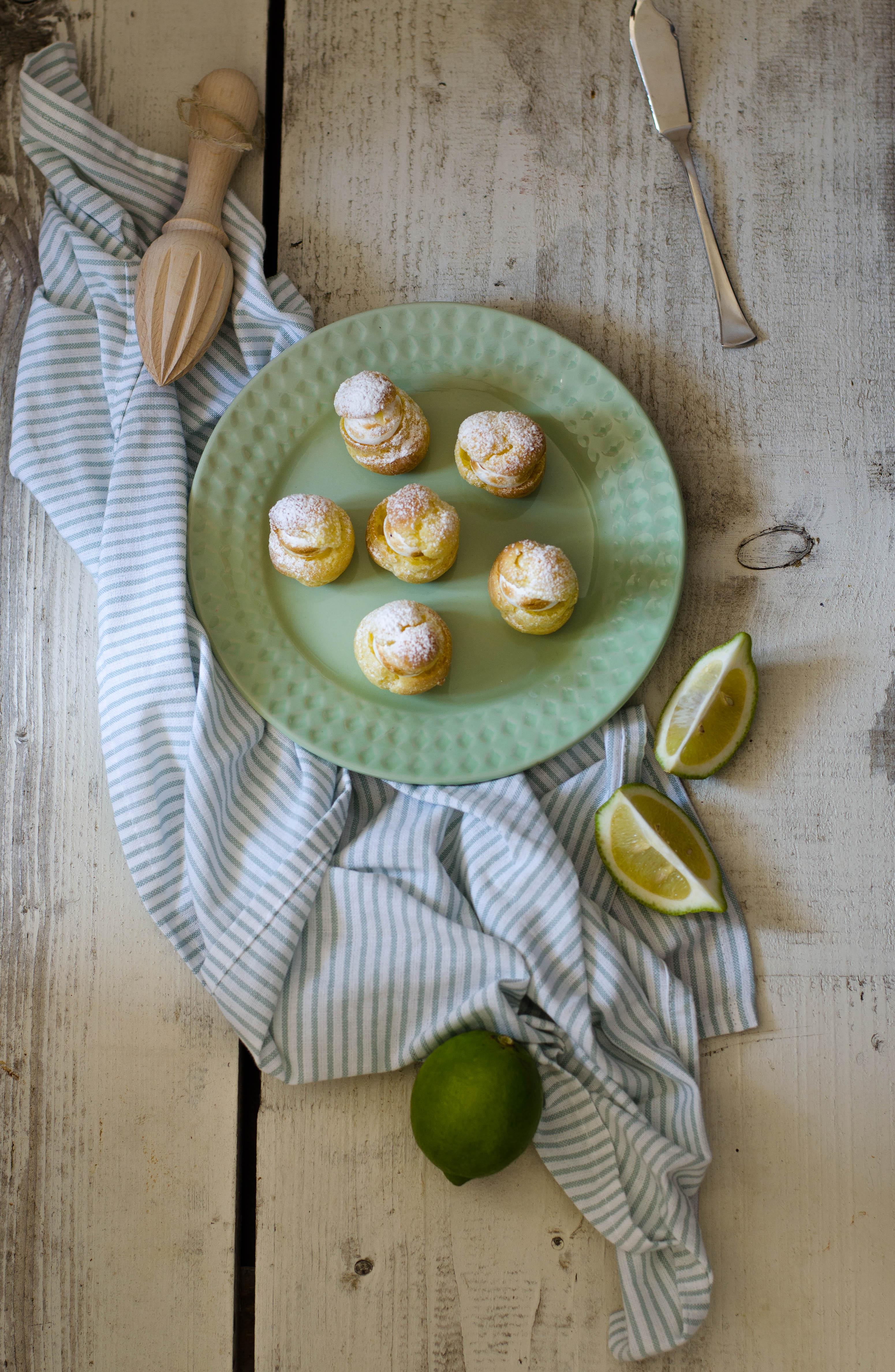 bigne_limone_meringa2-2 Bignè con crema al lime e meringa