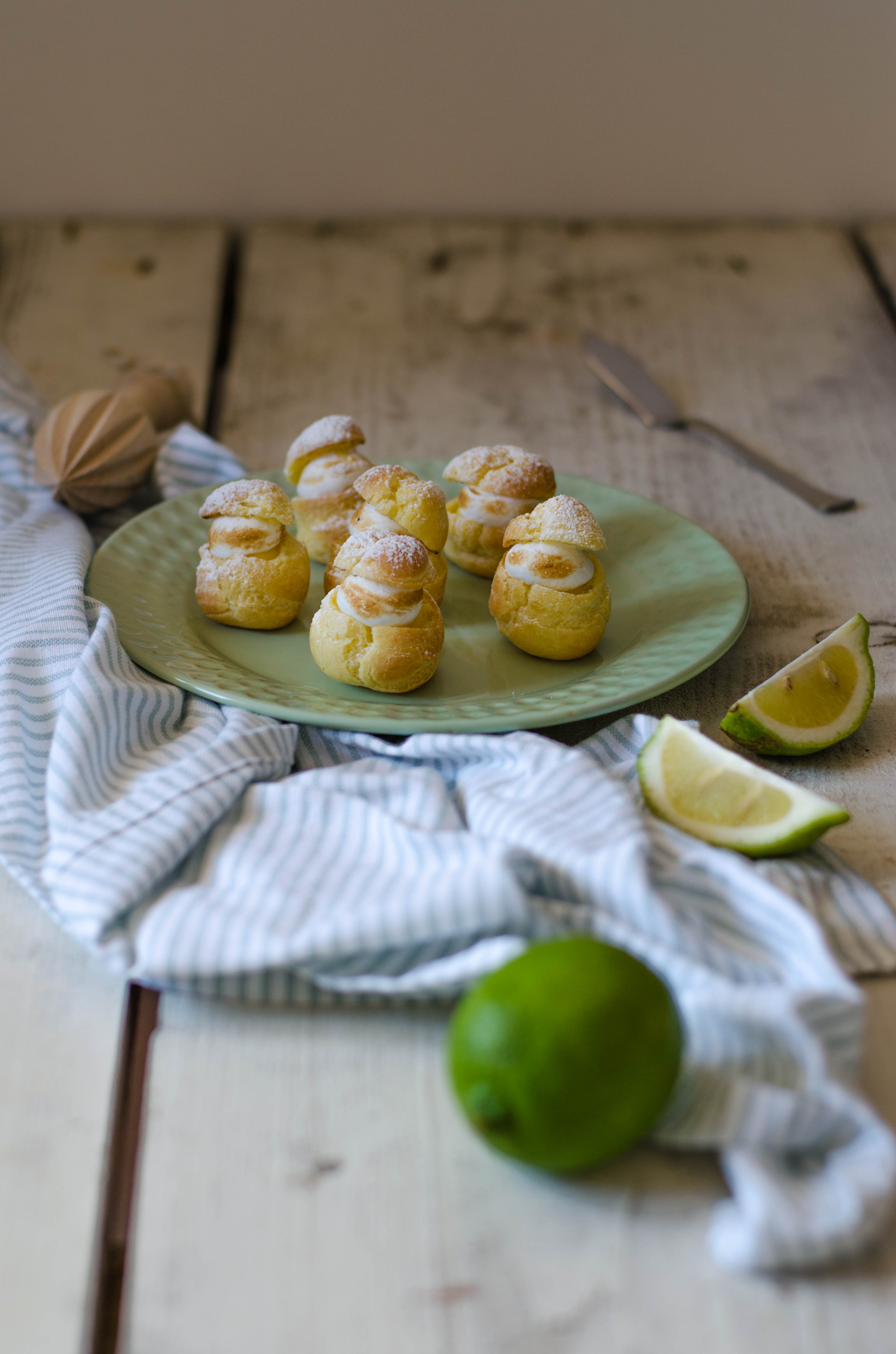 bigne_limone_meringa2 Bignè con crema al lime e meringa