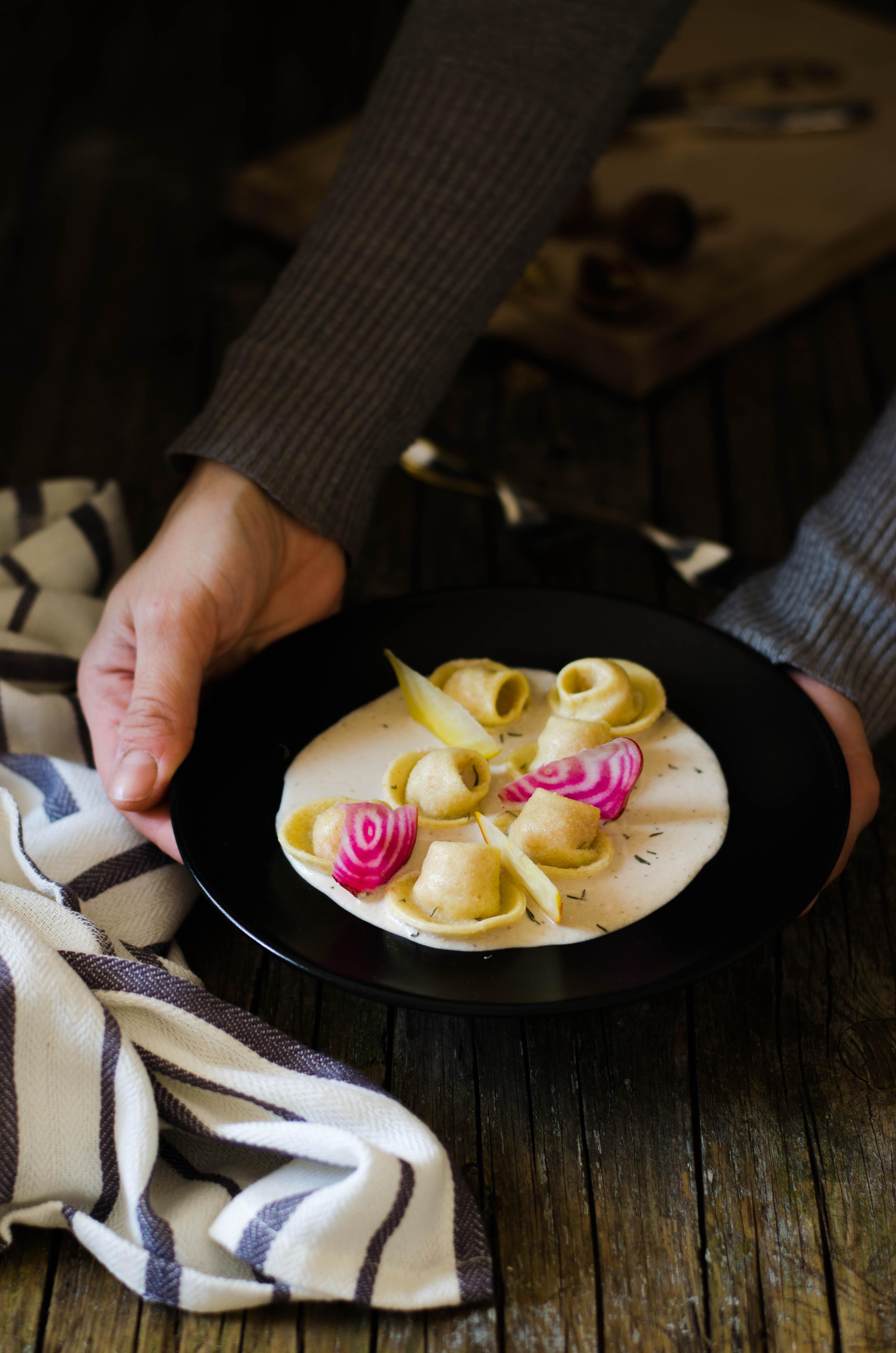 ravioli_barbabietole_noci6 Ravioli con barbabietole, merluzzo e crema di noci