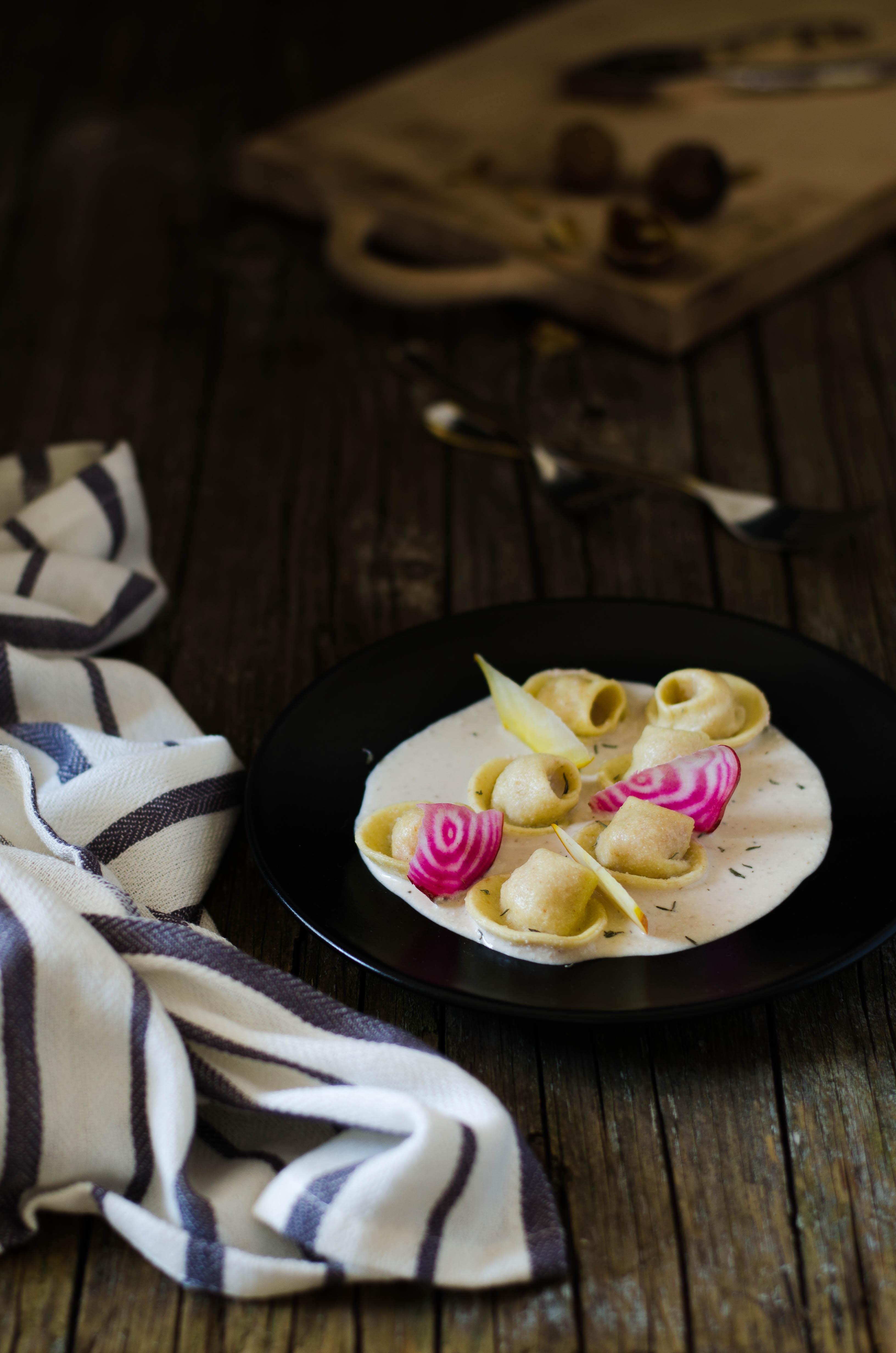 ravioli_barbabietole_noci7 Ravioli con barbabietole, merluzzo e crema di noci