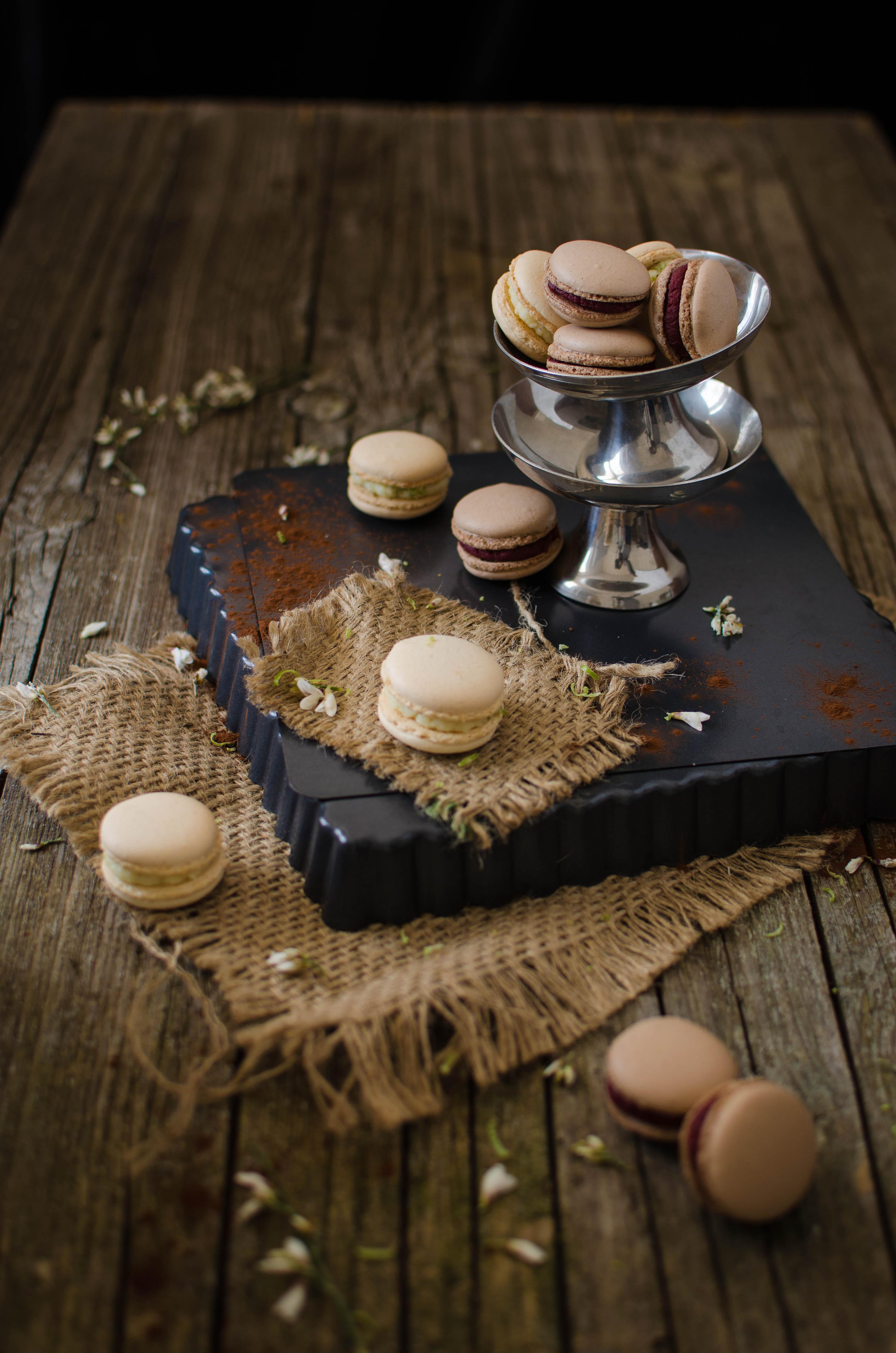 macarons_mtch Macarons al cioccolato con barbabietola, lime, cocco, arancia