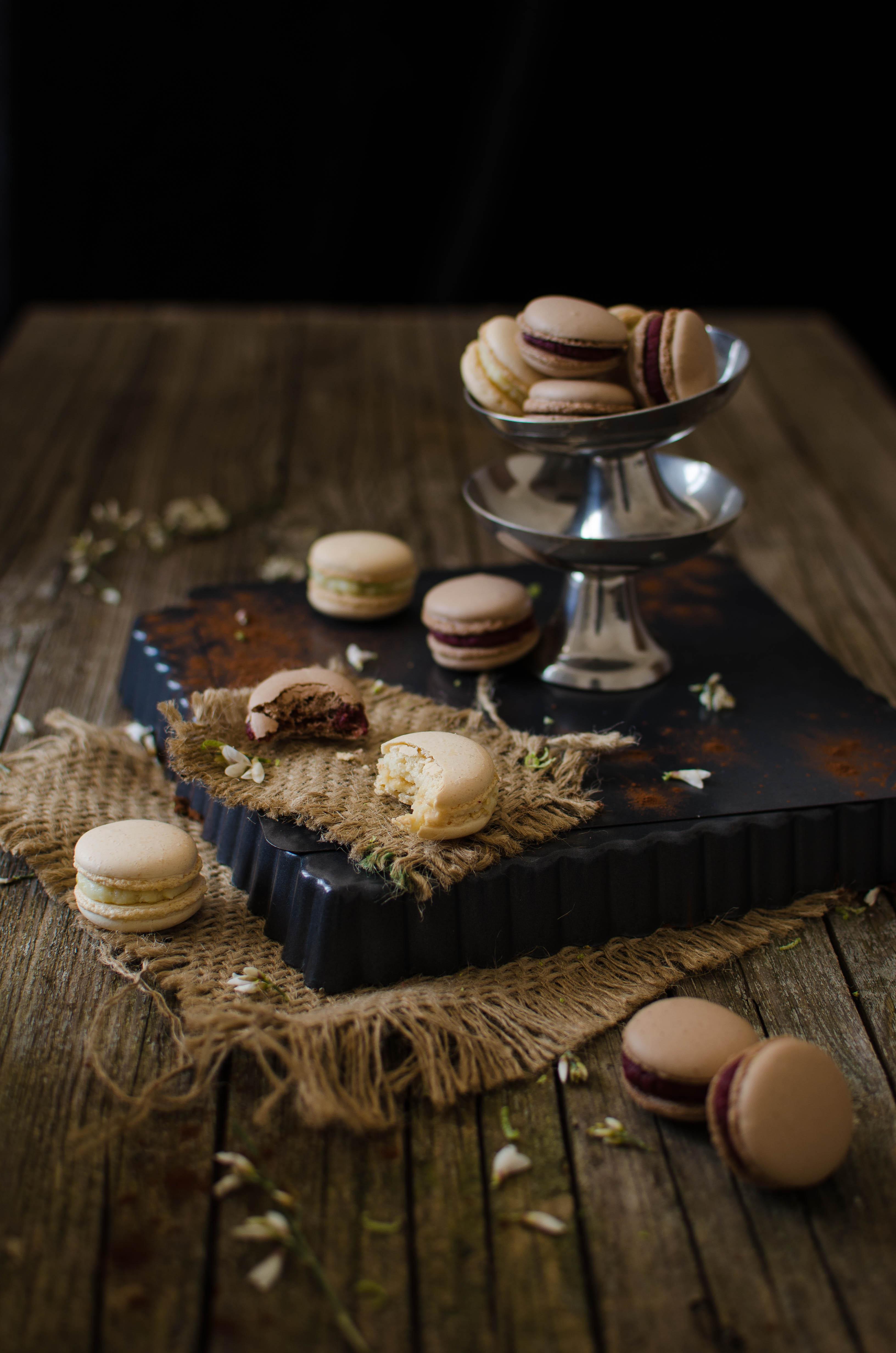 macarons_mtch1 Macarons al cioccolato con barbabietola, lime, cocco, arancia