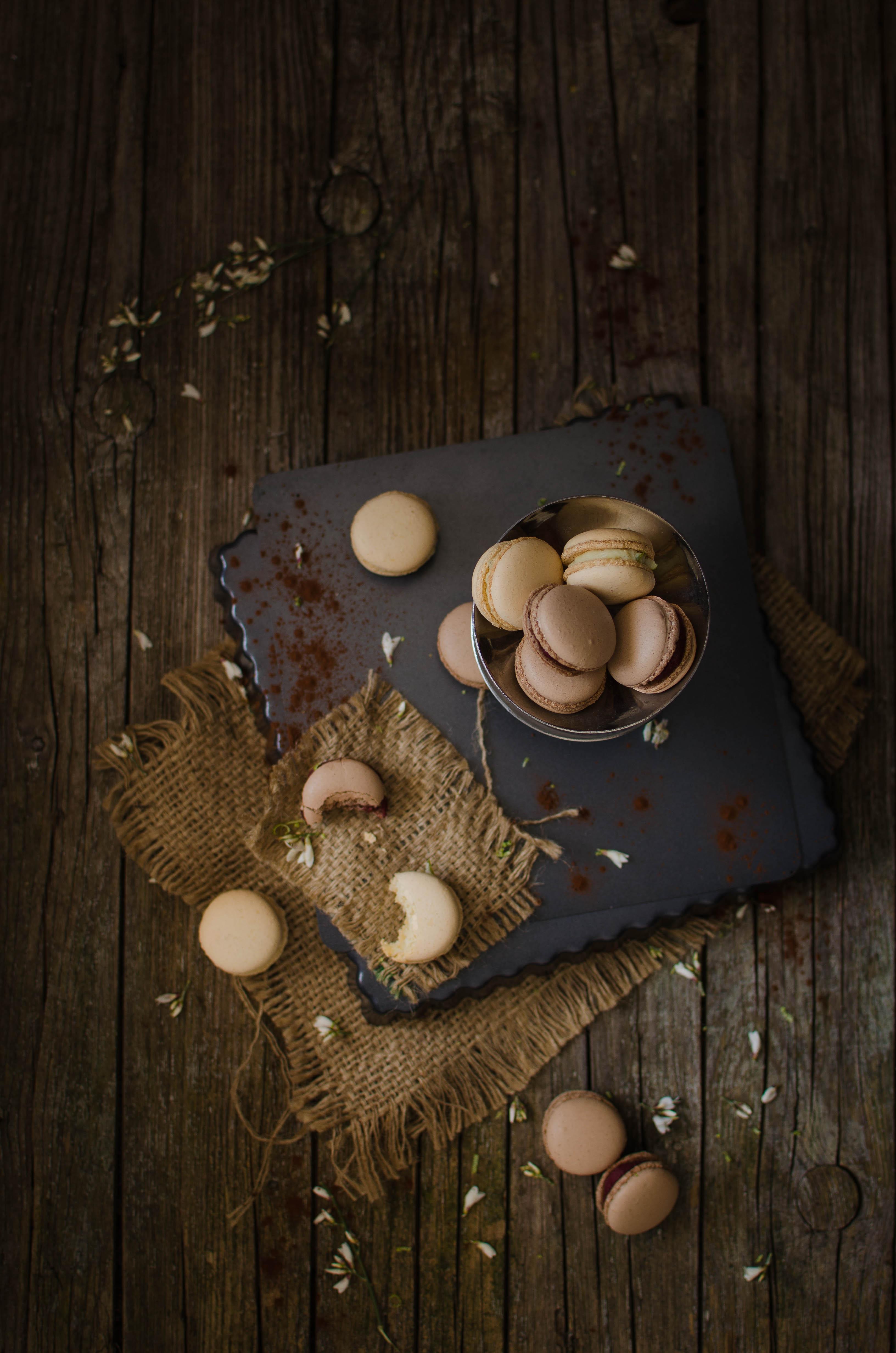 macarons_mtch2 Macarons al cioccolato con barbabietola, lime, cocco, arancia