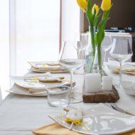 La mia tavola bianca e gialla