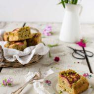 Torta integrale prugne e pistacchi