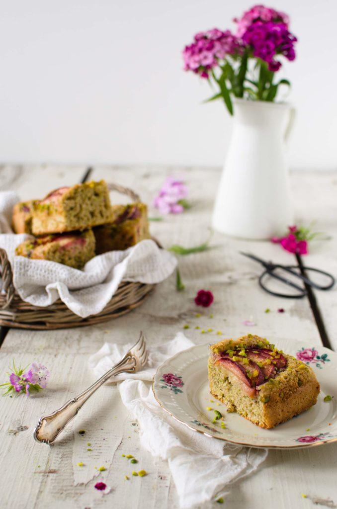 torta_integrale_prugne3-678x1024 Torta integrale prugne e pistacchi