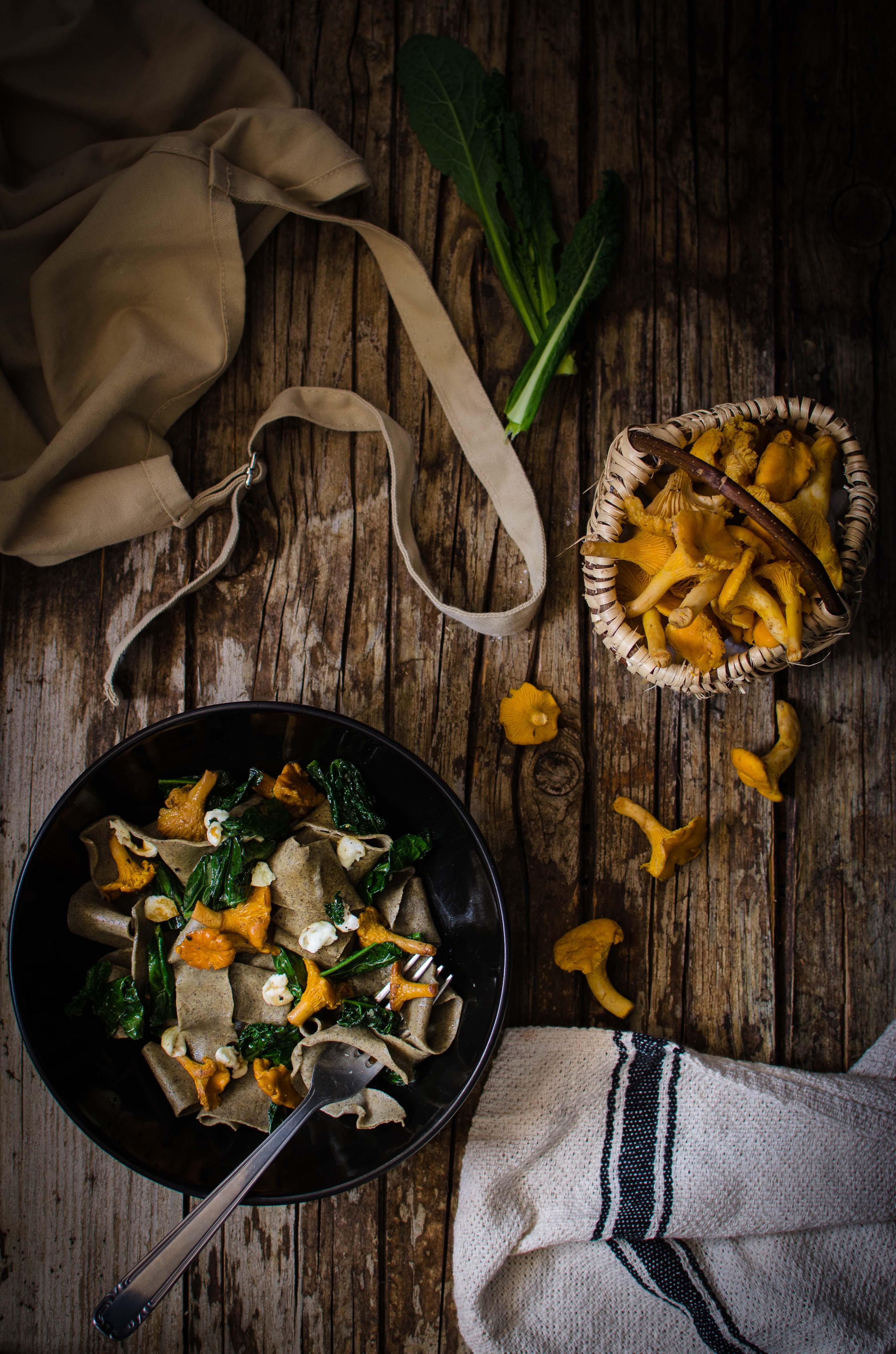 funghi-finferli Pappardelle alla canapa, finferli, cavolo