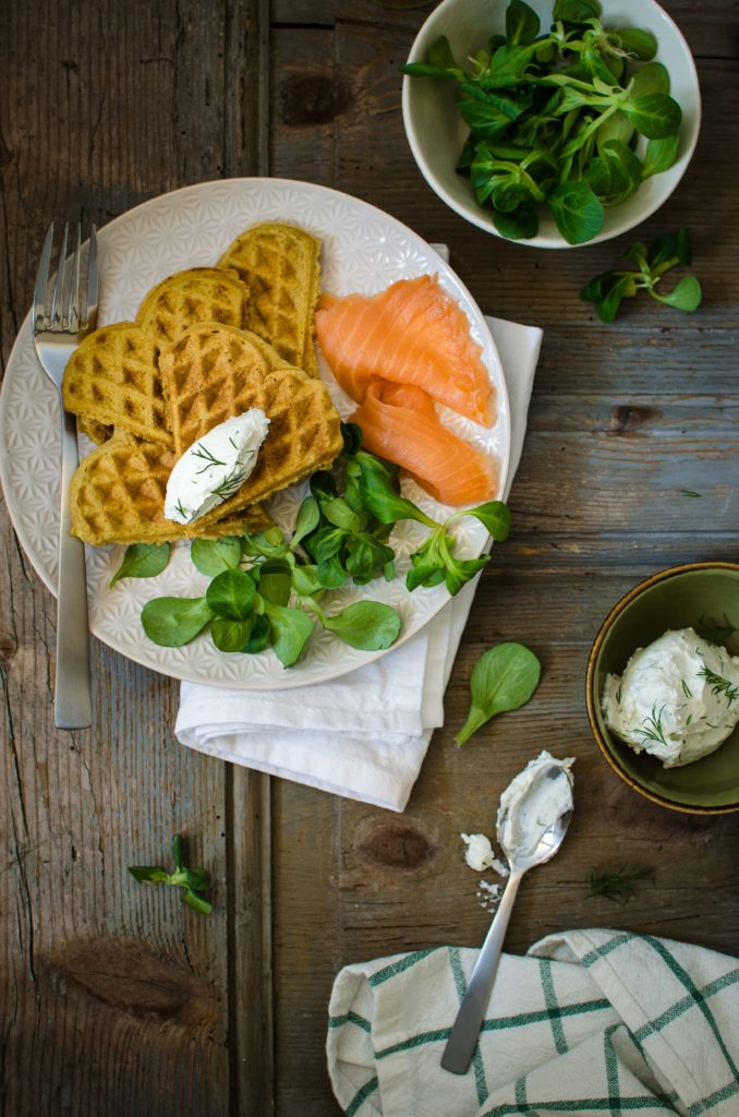 Waffle salati senza glutine con farina di piselli