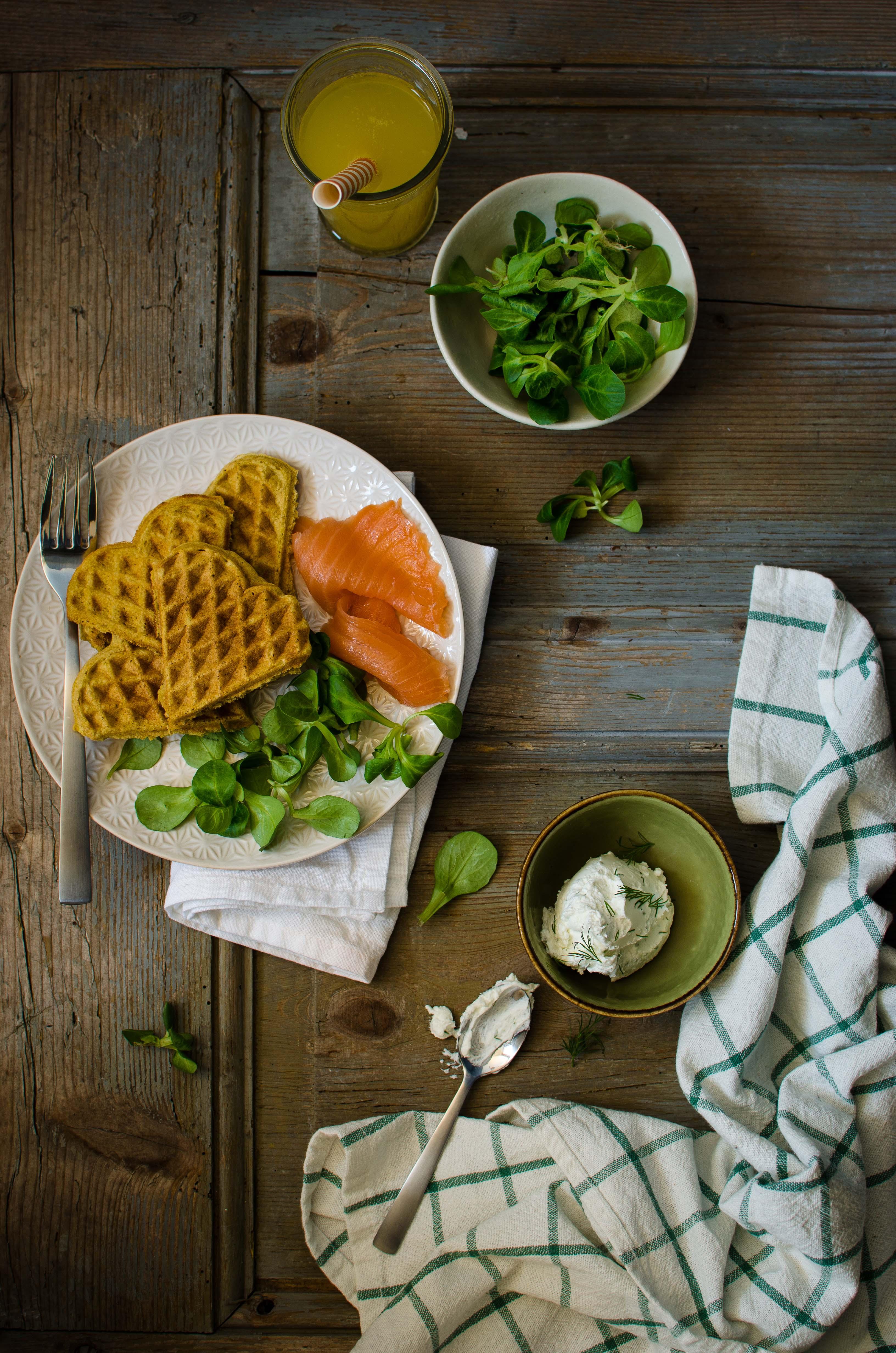 Waffle-piselli Waffle salati senza glutine con farina di piselli