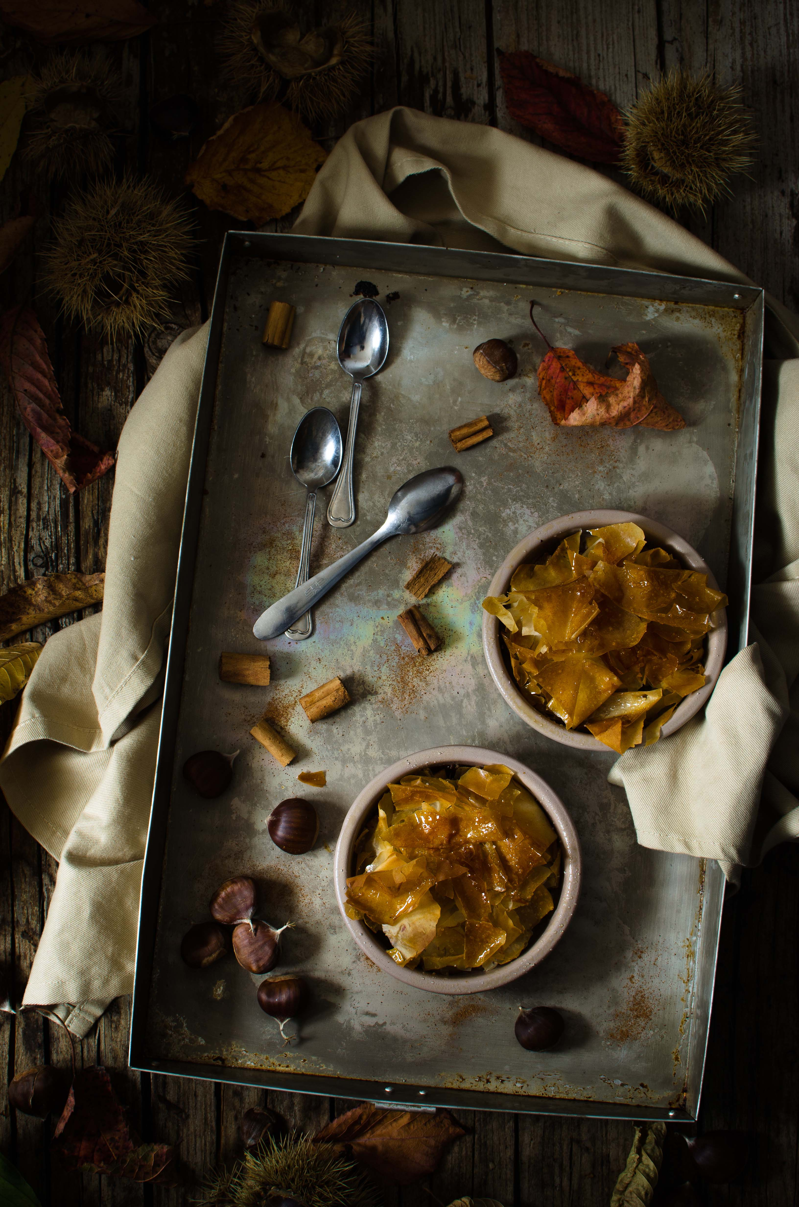 crumble-phillo-castagne Crumble di pasta fillo con mele, castagne e cioccolato