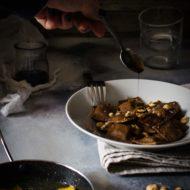 Ravioli al cacao, ricotta di capra, miele e nocciole