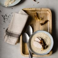 Zuppa di cavolfiore e pollo affumicato
