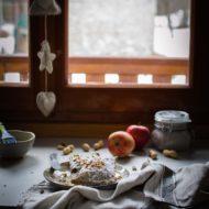 Turnovers mele, arachidi, cannella e ricotta di capra