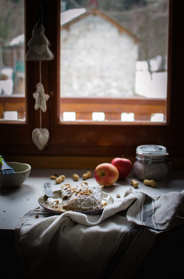 mele-ricotta-uvetta-600x906 Turnovers mele, arachidi, cannella e ricotta di capra