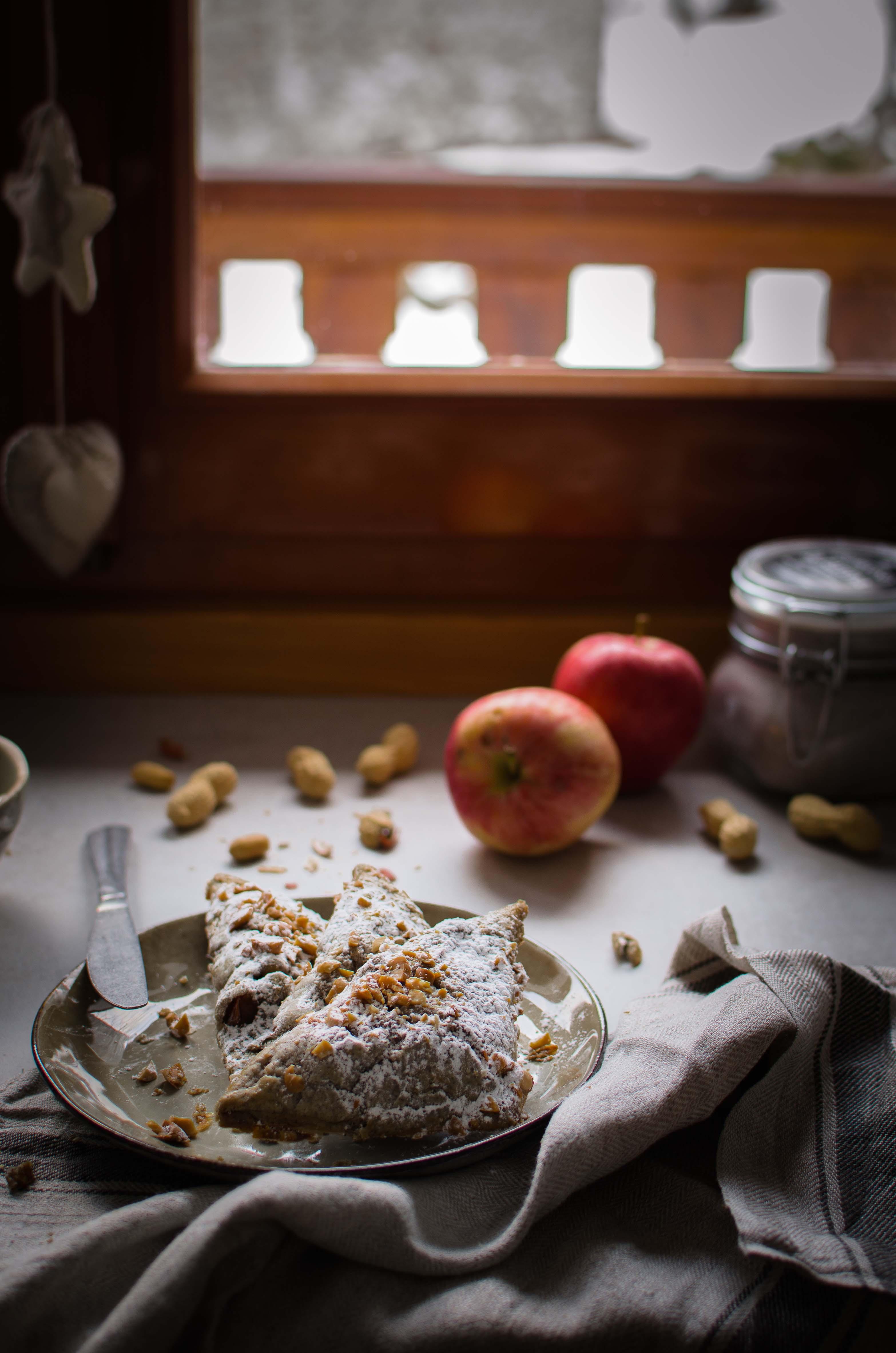 mele-ricotta-uvetta-arachidi Turnovers mele, arachidi, cannella e ricotta di capra