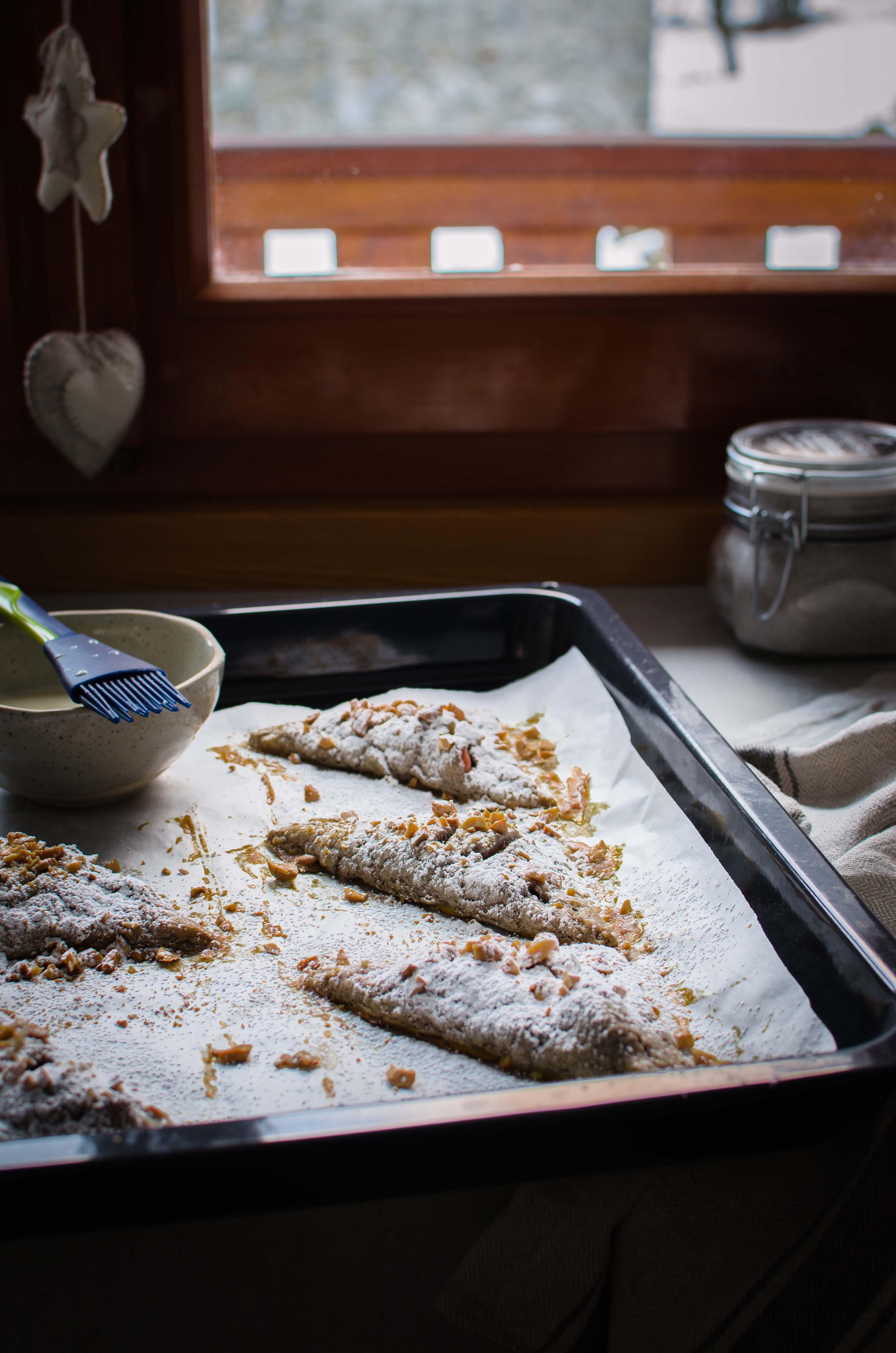 turnovers-mele-arachidi Turnovers mele, arachidi, cannella e ricotta di capra