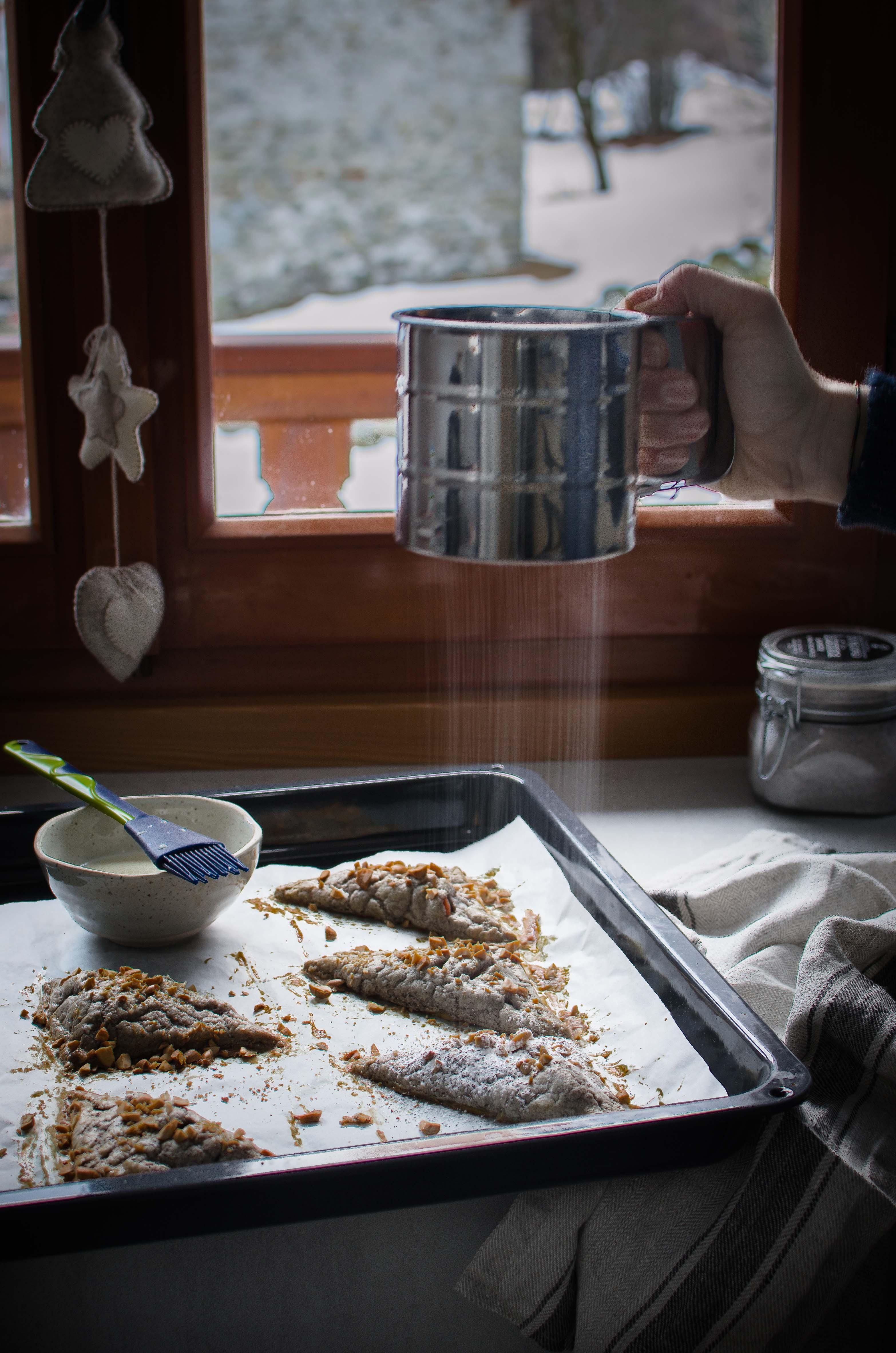 turnovers-mele Turnovers mele, arachidi, cannella e ricotta di capra