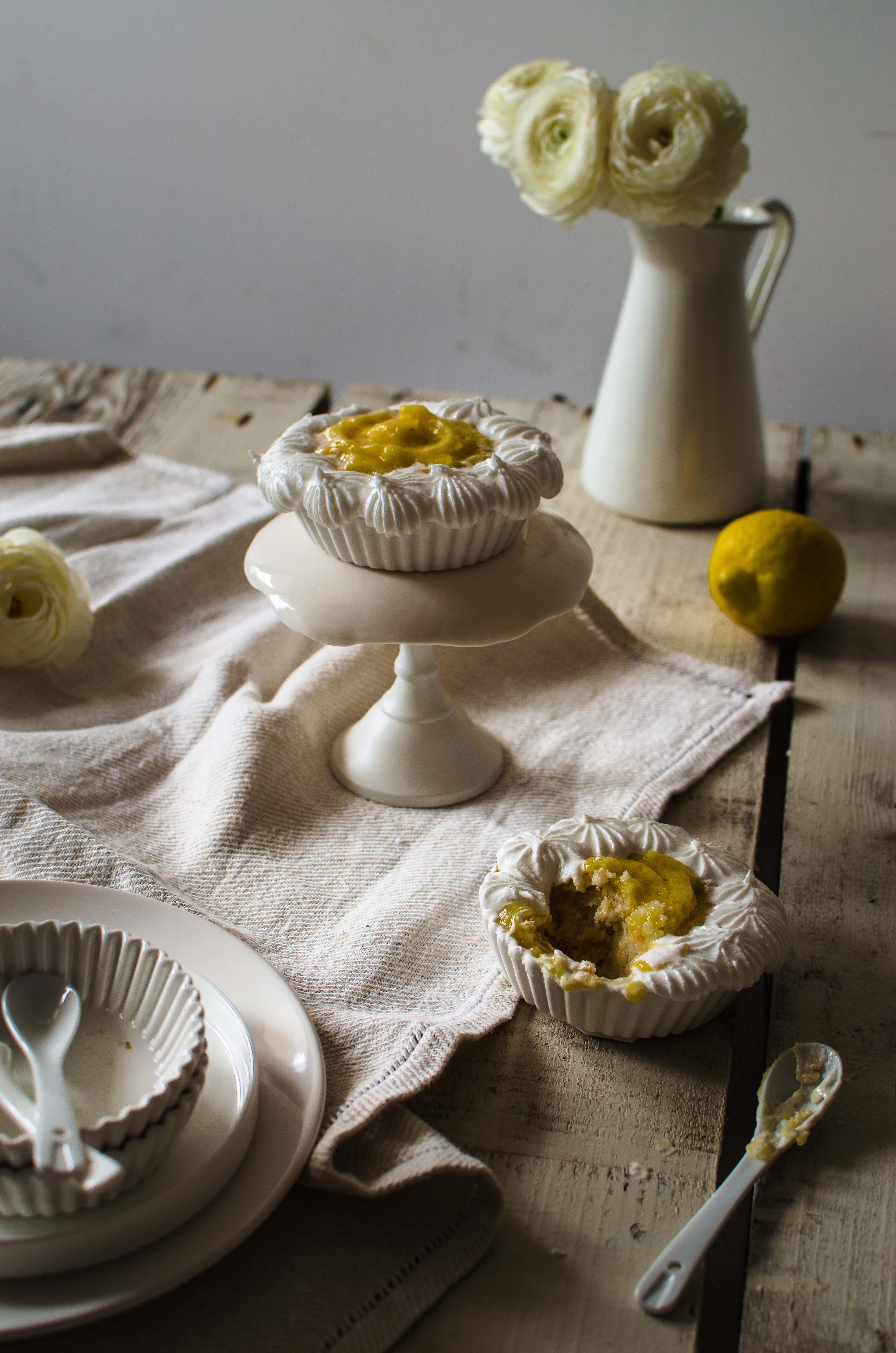 meringa_limone Financiers alle mandorle, crema al limone e meringa