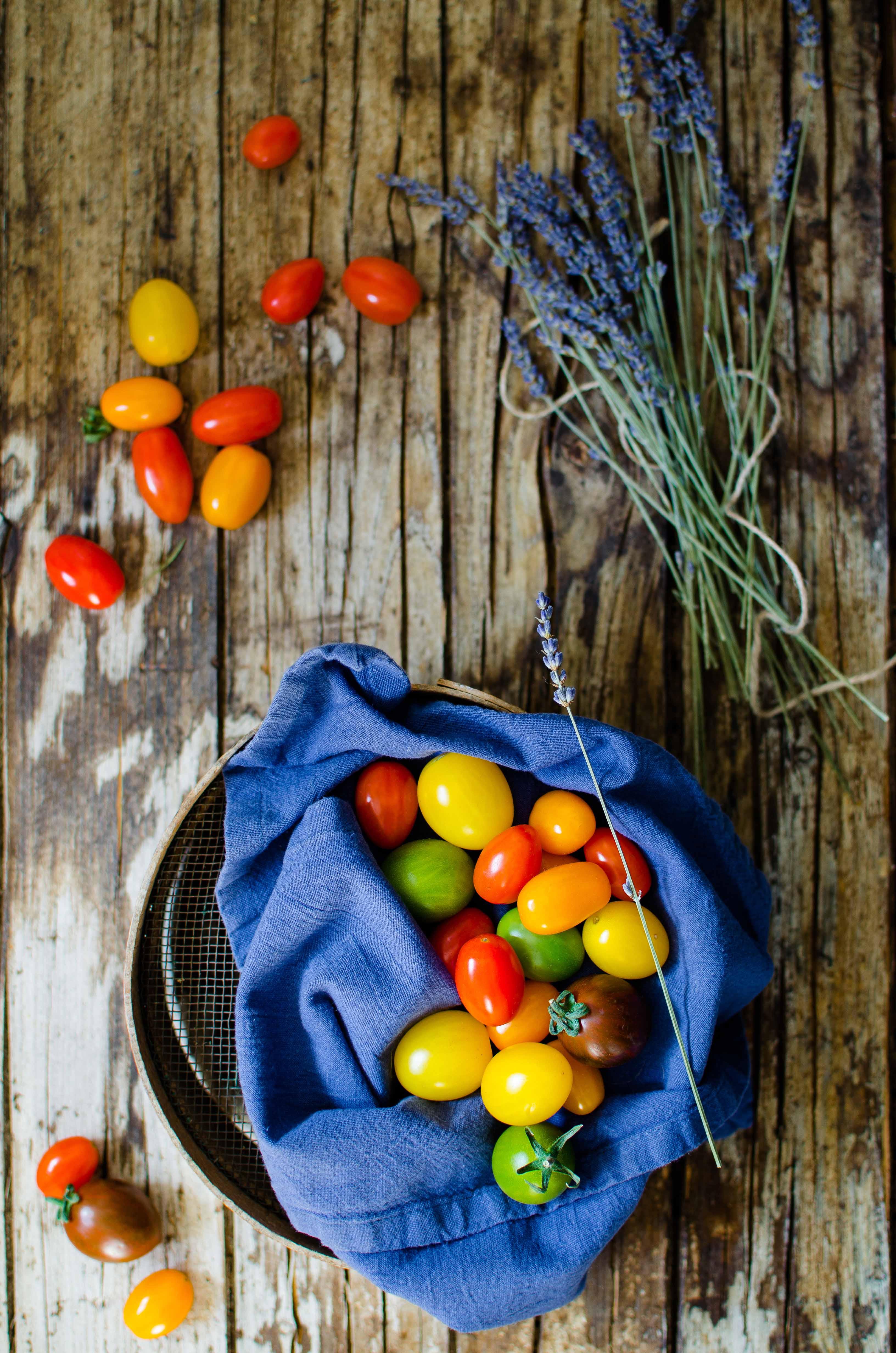 Pomodorini-colorati Pomodori confit alle erbe provenzali