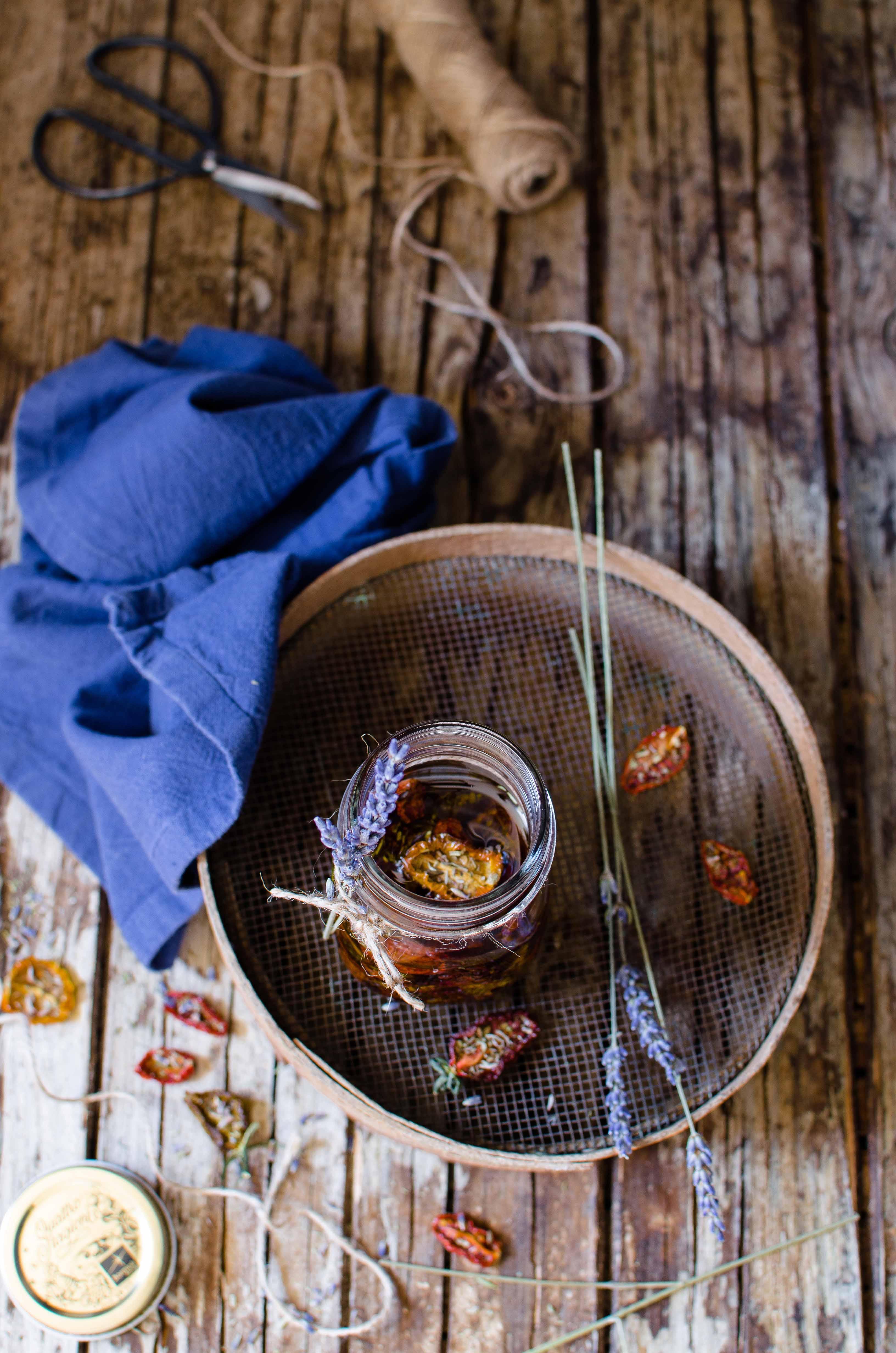 Pomodorini-conserve-olio Pomodori confit alle erbe provenzali