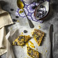 Crostata con farina di mais, confettura di fichi e mirtilli freschi