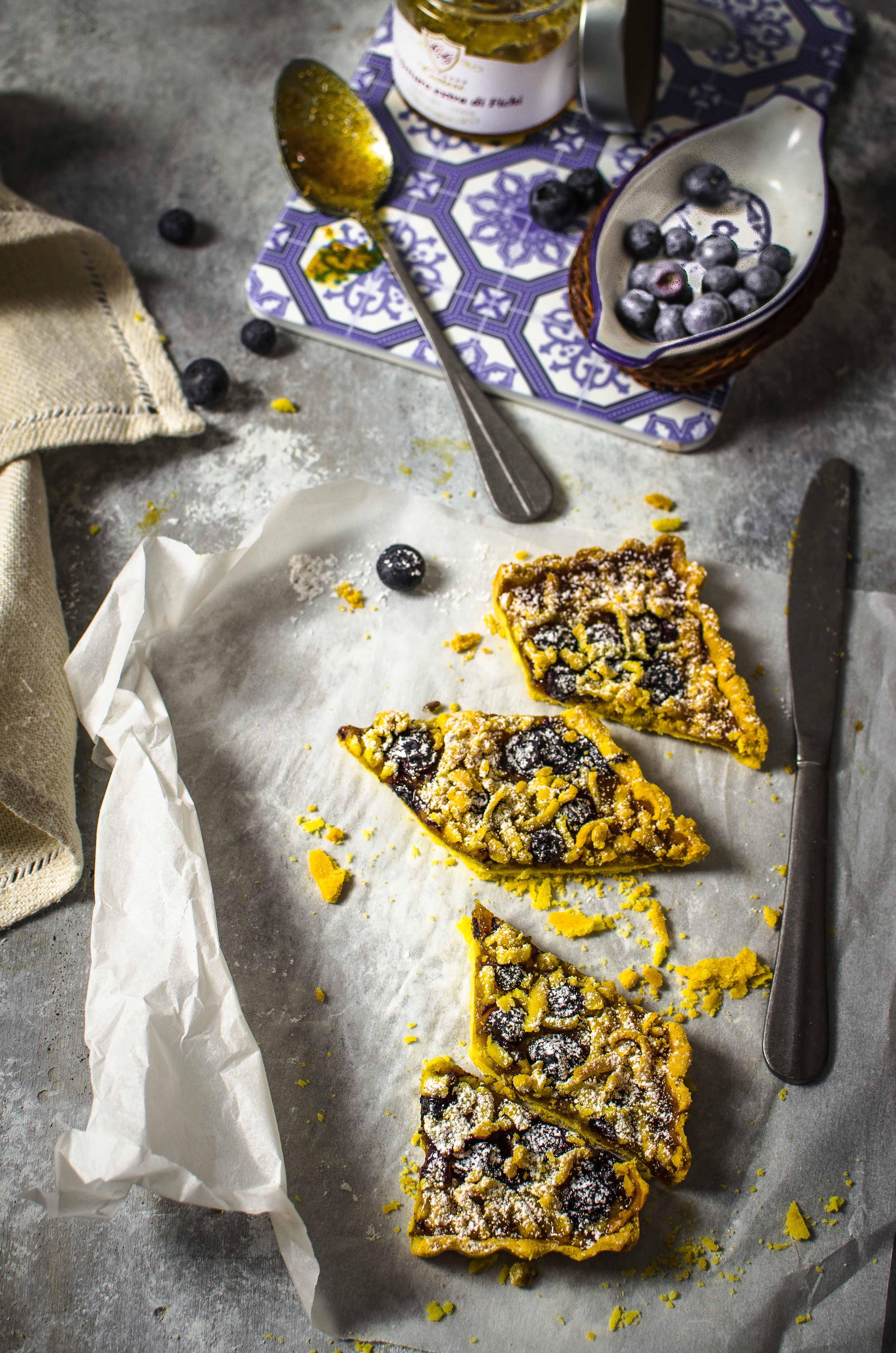 corstata-pasta-frolla-fatta-in-casa Crostata con farina di mais, confettura di fichi e mirtilli freschi